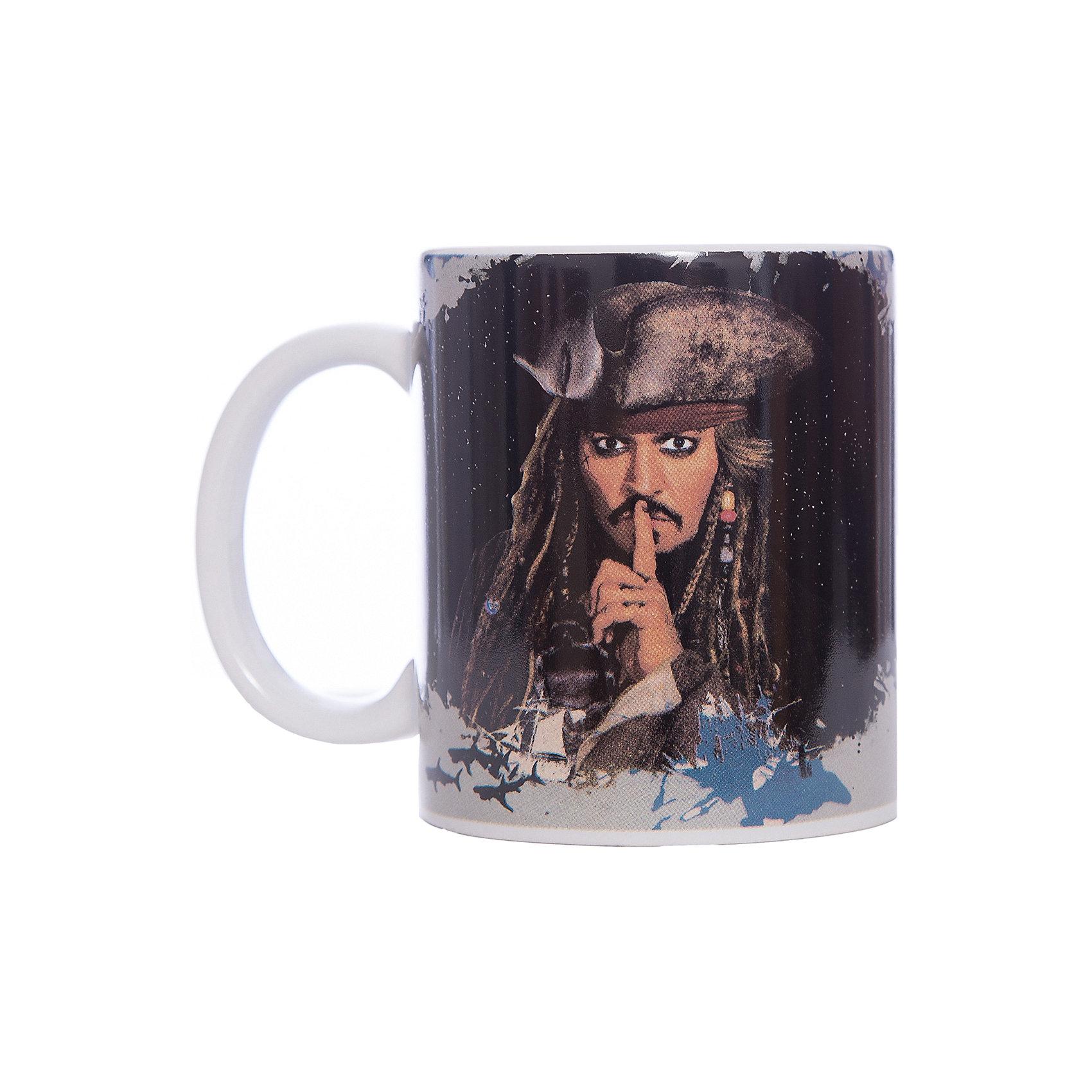 Кружка Пираты Карибского Моря. Капитан Джек Воробей, 350 мл., DisneyПосуда<br>Характеристики:<br><br>• Материал: керамика<br>• Тематика рисунка: Пираты Карибского моря<br>• Можно использовать для горячих и холодных напитков<br>• Объем: 350 мл<br>• Вес: 323 г<br>• Размеры (Д*Ш*В): 12*8,2*9,5 см<br>• Особенности ухода: можно мыть в посудомоечной машине<br><br>Кружка Пираты Карибского моря. Капитан Джек Воробей, 350 мл., Disney выполнена в стильном дизайне: на черном корпусе нанесено изображение капитана Джека Воробья, ручка у кружки белая. Изображение устойчиво к появлению царапин, не выцветает при частом мытье. <br><br>Кружку Пираты Карибского моря. Капитан Джек Воробей, 350 мл., Disney можно купить в нашем интернет-магазине.<br><br>Ширина мм: 120<br>Глубина мм: 82<br>Высота мм: 95<br>Вес г: 323<br>Возраст от месяцев: 36<br>Возраст до месяцев: 1188<br>Пол: Унисекс<br>Возраст: Детский<br>SKU: 6849937