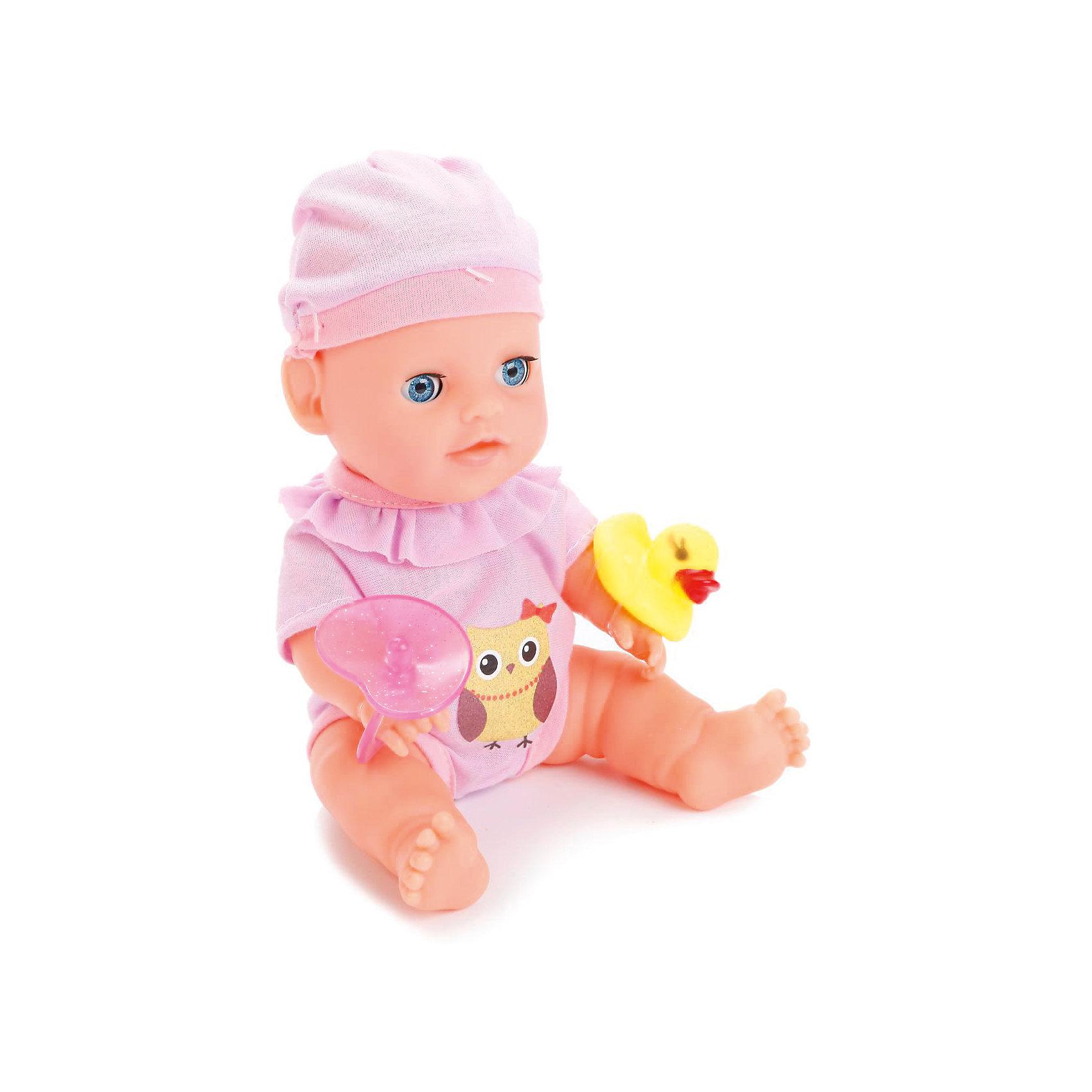 Пупс 20 см, 3 функции, в ванне, с аксессуарами, КарапузКуклы-пупсы<br>Игрушка выполнена в виде реалистичного малыша с выразительными голубыми глазками, пухлыми губками и вздернутым носиком. Пупс одет очень красиво: на нем теплый свитер, мягкие штанишки с белыми носочками, а на голове у него - мягкая шапочках той же цветовой гаммы, что и костюмчик. Игрушка умеет реалистично писать в горшок, если ее сначала напоить водичкой из бутылочки, предусмотренной в комплекте. У пупса подвижные ручки и ножки, поэтому ему можно придавать самые разнообразные позы в процессе игры. При засыпании пупс может закрывать глаза, что несомнено приведет малыша в восторг. Тело игрушки полностью выполнено из пластика, что позволяет малышкам купать любимца в ванной, предусмотренной в комплекте, или брать его с собой во время купания.<br><br>Ширина мм: 75<br>Глубина мм: 58<br>Высота мм: 35<br>Вес г: 580<br>Возраст от месяцев: 36<br>Возраст до месяцев: 60<br>Пол: Женский<br>Возраст: Детский<br>SKU: 6863982