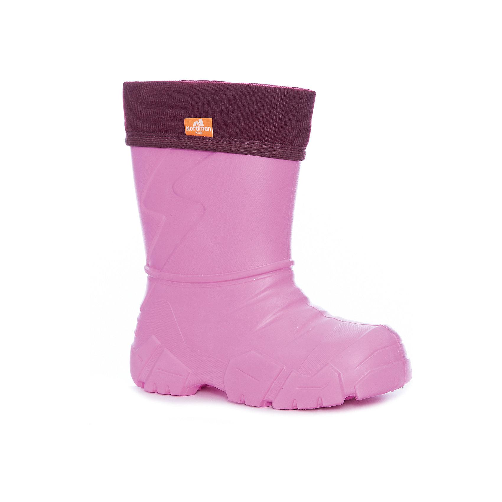 Резиновые сапоги для девочки NordmanРезиновые сапоги<br>Характеристики товара:<br><br>• цвет: розовый<br>• материал верха: ЭВА<br>• подклад: флис<br>• стелька: флис<br>• подошва: ЭВА<br>• сезон: зима, демисезон<br>• температурный режим: от 0 до -15<br>• сапожок не вынимается<br>• непромокаемые<br>• подошва не скользит<br>• страна бренда: Россия<br>• страна изготовитель: Россия<br><br>Резиновые сапоги для девочки Nordman позволяют сохранить ноги в тепле и одновременно не дают им промокнуть. Такая обувь отлично подходит для теплой зимы или слякоти в межсезонье. <br><br>Высокое голенище предотвращает попадание влаги или грязи в сапог. Флисовая мягкая подкладка обеспечивает ногам комфортные условия.<br><br>Резиновые сапоги для девочки Nordman (Нордман) можно купить в нашем интернет-магазине.<br><br>Ширина мм: 237<br>Глубина мм: 180<br>Высота мм: 152<br>Вес г: 438<br>Цвет: розовый<br>Возраст от месяцев: 132<br>Возраст до месяцев: 144<br>Пол: Женский<br>Возраст: Детский<br>Размер: 34/35,22/23,24/25,26/27,28/29,30/31,32/33<br>SKU: 6867197