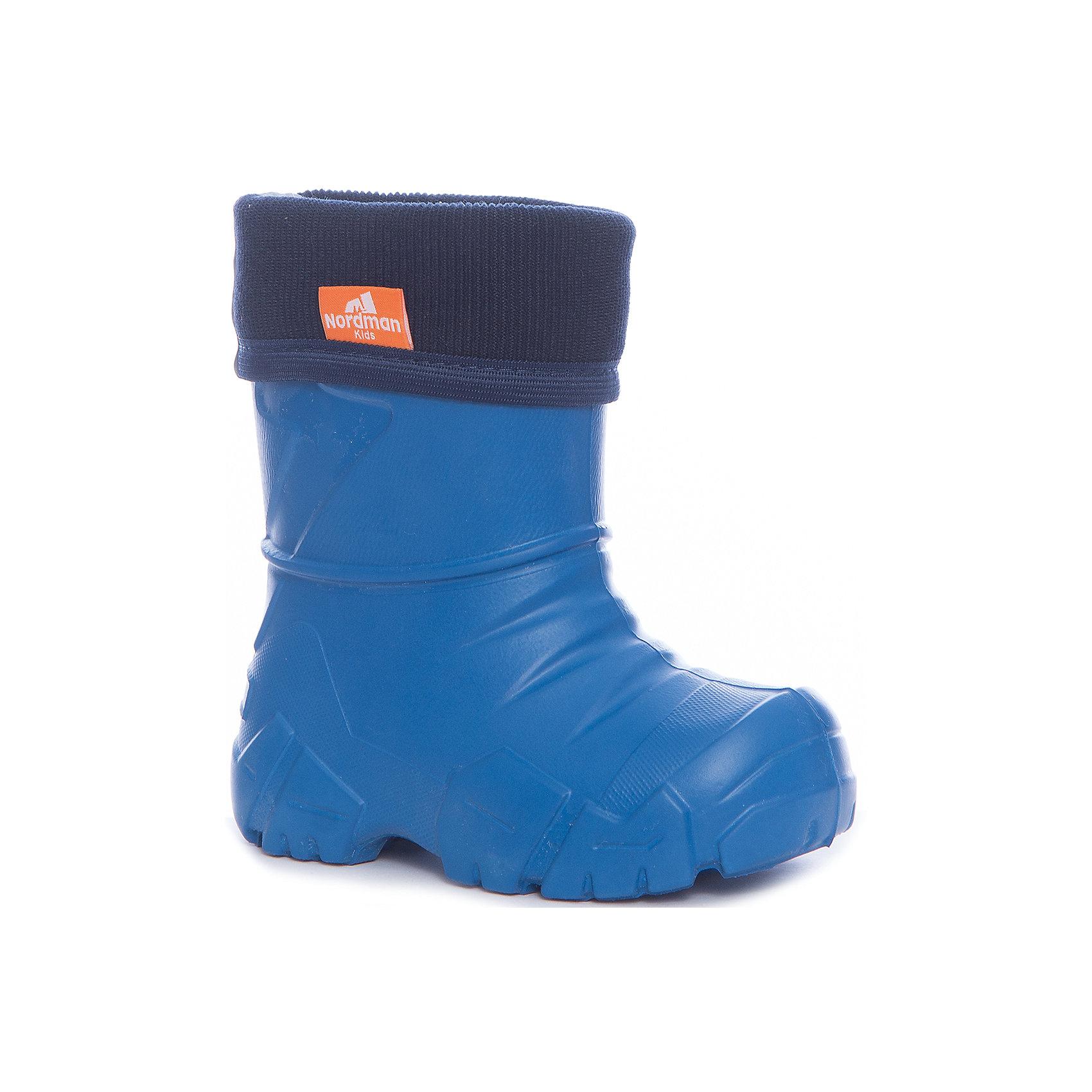 Резиновые сапоги для мальчика NordmanРезиновые сапоги<br>Характеристики товара:<br><br>• цвет: синий<br>• материал верха: ЭВА<br>• подклад: флис<br>• стелька: флис<br>• подошва: ЭВА<br>• сезон: зима, демисезон<br>• температурный режим: от 0 до -15<br>• сапожок не вынимается<br>• непромокаемые<br>• подошва не скользит<br>• страна бренда: Россия<br>• страна изготовитель: Россия<br><br>Резиновые сапоги для мальчика Nordman позволяют сохранить ноги в тепле и одновременно не дают им промокнуть. Такая обувь отлично подходит для теплой зимы или слякоти в межсезонье. <br><br>Высокое голенище предотвращает попадание влаги или грязи в сапог. Флисовая мягкая подкладка обеспечивает ногам комфортные условия.<br><br>Резиновые сапоги для мальчика Nordman (Нордман) можно купить в нашем интернет-магазине.<br><br>Ширина мм: 237<br>Глубина мм: 180<br>Высота мм: 152<br>Вес г: 438<br>Цвет: синий<br>Возраст от месяцев: 132<br>Возраст до месяцев: 144<br>Пол: Мужской<br>Возраст: Детский<br>Размер: 34/35,22/23,24/25,26/27,28/29,30/31,32/33<br>SKU: 6867205
