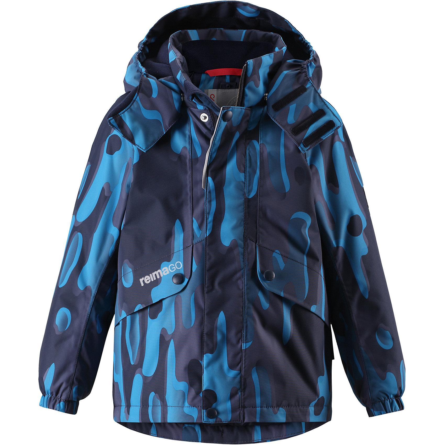 Куртка Elo Reimatec® ReimaОдежда<br>Характеристики товара:<br><br>• цвет: синий;<br>• состав: 100% полиэстер;<br>• утеплитель: 160 г/м2;<br>• сезон: зима;<br>• температурный режим: от 0 до -20С;<br>• водонепроницаемость: 15000 мм;<br>• воздухопроницаемость: 7000 мм;<br>• износостойкость: 35000 циклов (тест Мартиндейла);<br>• водо и ветронепроницаемый, дышащий и грязеотталкивающий материал;<br>• все швы проклеены и водонепроницаемы;<br>• безопасный съемный и регулируемый капюшон на кнопках;<br>• застежка: молния с дополнительной планкой на кнопках;<br>• защита подбородка от защемления;<br>• гладкая подкладка из полиэстера;<br>• эластичные манжеты;<br>• регулируемый подол;<br>• внутренний нагрудный карман;<br>• два кармана на молнии;<br>• карман с креплением для сенсора ReimaGO®;<br>• светоотражающие элементы;<br>• система кнопок Play Layers® к этой куртке можно присоединять одежду промежуточного слоя Reima®;<br>• страна бренда: Финляндия;<br>• страна производства: Китай.<br><br>Зимняя куртка с капюшоном Reimatec® изготовлена из водо и ветронепроницаемого, прочного и дышащего материала, который эффективно отталкивает грязь. Все швы проклеены, водонепроницаемы. Куртка на молнии прямого покроя подол при необходимости легко регулируется, что позволяет подогнать куртку точно по фигуре. <br><br>Съемный и регулируемый капюшон защищает от пронизывающего ветра и проливного дождя, а еще он безопасен во время игр на свежем воздухе. С помощью удобной системы кнопок Play Layers® к этой куртке можно присоединять одежду промежуточного слоя Reima®, которая подарит вашему ребенку дополнительное тепло и комфорт. <br><br>В куртке предусмотрены два кармана на молнии, внутренний нагрудный карман, карман для сенсора ReimaGO® и множество светоотражающих деталей. Эта куртка очень проста в уходе, кроме того, ее можно сушить в стиральной машине.<br><br>Куртка Elo Reimatec® Reima можно купить в нашем интернет-магазине.<br><br>Ширина мм: 356<br>Глубина мм: 10<br>Высота мм: 245<br>Вес г: 519<br>