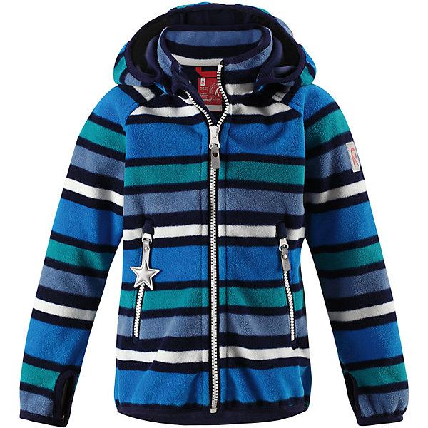 Куртка Reima Vuoksi для мальчикаФлис и термобелье<br>Характеристики товара:<br><br>• цвет: синий;<br>• состав: 100% полиэстер, windfleece;<br>• подкладка: 100% хлопок;<br>• без утеплителя;<br>• температурный режим: от 0 до +15С;<br>• сезон: демисезон; <br>• водонепроницаемость: 3000 мм;<br>• воздухопроницаемость: 3000 мм;<br>• водоотталкивающий, ветронепроницаемый и дышащий материал;<br>• материал jersey  на внутренней стороне;<br>• эластичная резинка на кромке капюшона, манжетах и подоле;<br>• застежка: молния с защитой подбородка;<br>• безопасный съемный капюшон на кнопках;<br>• отверстие для большого пальца на манжете;<br>• два кармана на молнии;<br>• светоотражающие детали;<br>• страна бренда: Финляндия;<br>• страна изготовитель: Китай.<br><br>В этой куртке Reima из материала windfleece маленьких покорителей погоды не остановит никакой ветер! Эластичная куртка сшита из дышащего флиса с внутренней ветронепроницаемой мембраной. Кроме того, у этой брызгозащищенной куртки – водо и грязеотталкивающая поверхность. <br><br>Многослойный материал имеет трикотажную изнанку. Удлиненные рукава с отверстиями для больших пальцев защищают маленькие запястья от холода. Съемный капюшон обеспечивает защиту от холодного весеннего и осеннего ветра, а также безопасен во время игр на свежем воздухе! <br><br>Два кармана на молнии надежно сохранят все важные мелочи во время веселых игр на воздухе. Эта куртка предназначена для подвижных детей и для любых видов активного отдыха на свежем воздухе – а в мороз ее можно поддевать в качестве промежуточного слоя под зимнюю куртку.<br><br>Куртку Vuoksi Reima от финского бренда Reima (Рейма) можно купить в нашем интернет-магазине.<br><br>Ширина мм: 356<br>Глубина мм: 10<br>Высота мм: 245<br>Вес г: 519<br>Цвет: синий<br>Возраст от месяцев: 18<br>Возраст до месяцев: 24<br>Пол: Мужской<br>Возраст: Детский<br>Размер: 98,104,110,116,122,128,134,92,140<br>SKU: 6901331