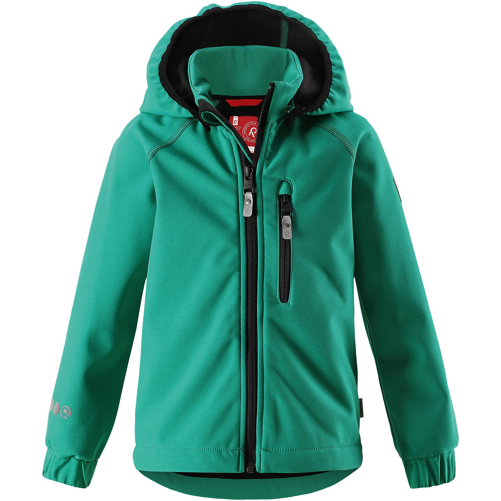 Куртка Vantti ReimaФлис и термобелье<br>Характеристики товара:<br><br>• цвет: зеленый;<br>• состав: 95% полиэстер, 5% эластан, полиуретановое покрытие;<br>• утеплитель: без утеплителя;<br>• сезон: демисезон;<br>• температурный режим: от +5 до +15С;<br>• водонепроницаемость: 10000 мм;<br>• воздухопроницаемость: 4000 мм;<br>• водоотталкивающий, ветронепроницаемый и дышащий материал;<br>• многослойный материал, с изнаночной стороны - флис;<br>• водонепроницаемый материал softshell;<br>• застежка: молния с защитой подбородка от защемления;<br>• безопасный съемный капюшон;<br>• эластичные манжеты;<br>• карман на молнии;<br>• светоотражающие элементы;<br>• страна бренда: Финляндия;<br>• страна производства: Китай.<br><br>Демисезонная куртка с капюшоном изготовлена из водо и грязеотталкивающего материала softshell. Куртка на молнии, с флисовой подкладкой станет идеальным выбором для холодных весенних и осенних дней. Мягкий и эластичный материал softshell дарит ощущение комфорта. В двух карманах найдется место для всех мелочей. Благодаря эластичным сборкам на рукавах и подоле, куртка отлично сидит. Куртка без подкладки. <br><br>Куртка Vantti Reima можно купить в нашем интернет-магазине.<br><br>Ширина мм: 356<br>Глубина мм: 10<br>Высота мм: 245<br>Вес г: 519<br>Цвет: зеленый<br>Возраст от месяцев: 108<br>Возраст до месяцев: 120<br>Пол: Унисекс<br>Возраст: Детский<br>Размер: 140,92,98,104,110,116,122,128,134<br>SKU: 6901381
