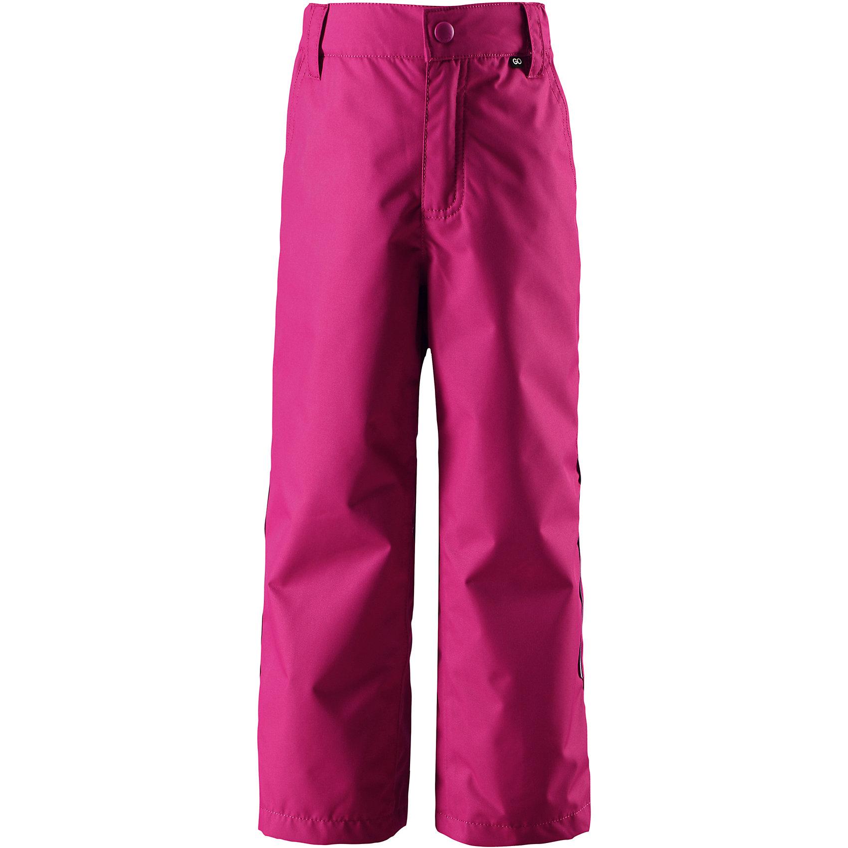 Брюки Reimatec® Reima SlanaОдежда<br>Характеристики товара:<br><br>• цвет: розовый;<br>• состав: 100% полиэстер;<br>• подкладка: 100% полиэстер;<br>• без утеплителя;<br>• температурный режим: от 0 до +15С;<br>• сезон: демисезон; <br>• водонепроницаемость: 10000 мм;<br>• воздухопроницаемость: 10000 мм;<br>• износостойкость: 30000 циклов (тест Мартиндейла);<br>• водо- и ветронепроницаемый, дышащий и грязеотталкивающий материал;<br>• основные  швы проклеены и водонепроницаемы;<br>• прямой крой;<br>• застежка: ширинка на молнии и пуговица;<br>• гладкая подкладка из полиэстера;<br>• регулируемый обхват талии;<br>• липучки на штанинах;<br>• два боковых кармана;<br>• карман с креплением для датчика ReimaGO;<br>• светоотражающие детали;<br>• страна бренда: Финляндия;<br>• страна изготовитель: Китай.<br><br>Практичные, водо и грязеотталкивающие демисезонные брюки изготовлены из прочного, но при этом легкого материала. Они отлично прослужат вам круглый год в холодную погоду просто подденьте под брюки теплый промежуточный слой. Ширинка на молнии облегчает надевание. <br><br>Если вы решили выбрать брюки подлиннее, на вырост, воспользуйтесь специально придуманной застежкой на липучке на концах брючин – благодаря ей ребенок не будет наступать на брюки. Эти надежные всепогодные брюки снабжены светоотражателями, карманом на молнии и потайным карманом для сенсора ReimaGO®.<br><br><br>Брюки Slana Reimatec® Reima от финского бренда Reima (Рейма) можно купить в нашем интернет-магазине.<br><br>Ширина мм: 215<br>Глубина мм: 88<br>Высота мм: 191<br>Вес г: 336<br>Цвет: розовый<br>Возраст от месяцев: 72<br>Возраст до месяцев: 84<br>Пол: Унисекс<br>Возраст: Детский<br>Размер: 122,164,128,134,104,110,116,140,146,152,158<br>SKU: 6901530
