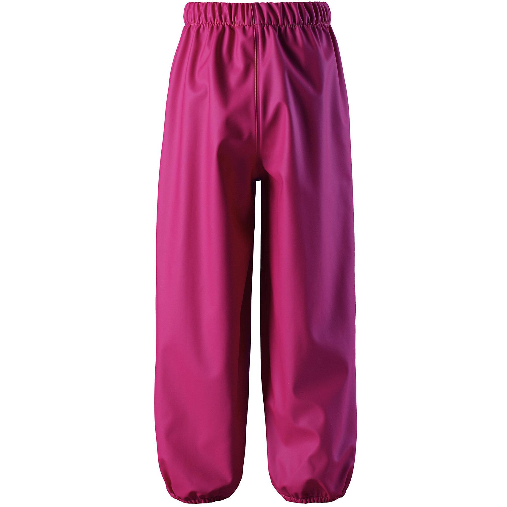 Дождевые брюки Reima OjaОдежда<br>Характеристики товара:<br><br>• цвет: розовый;<br>• состав: 100% полиэстер;<br>• без подкладки и утеплителя;<br>• температурный режим: от +15 до -15С;<br>• сезон: демисезон; <br>• водонепроницаемость: 8000 мм;<br>• брюки для дождливой погоды;<br>• запаянные швы, не пропускающие влагу;<br>• эластичный материал;<br>• без ПВХ;<br>• эластичная талия;<br>• эластичные штанины;<br>• съемные эластичные штрипки в размерах от 104 до 128;<br>• светоотражающие детали;<br>• страна бренда: Финляндия;<br>• страна изготовитель: Китай.<br><br>Классические детские брюки для дождливой погоды очень просторные – под них можно свободно поддеть теплую одежду. Запаянные швы не пропустят вовнутрь ни одной капельки, ведь эти прочные непромокаемые брюки специально созданы для максимальной защиты во время веселых игр под дождем. <br><br>Благодаря эластичной талии, брюки отлично сидят, а съемные штрипки в размерах 104-128 см не дают брючинам задираться. Светоотражающие детали помогут лучше разглядеть ребенка в темное время суток. Материал не содержит ПВХ.<br><br>Брюки Oja Reima от финского бренда Reima (Рейма) можно купить в нашем интернет-магазине.<br><br>Ширина мм: 215<br>Глубина мм: 88<br>Высота мм: 191<br>Вес г: 336<br>Цвет: розовый<br>Возраст от месяцев: 36<br>Возраст до месяцев: 48<br>Пол: Унисекс<br>Возраст: Детский<br>Размер: 104,140,134,128,122,116,110<br>SKU: 6901573
