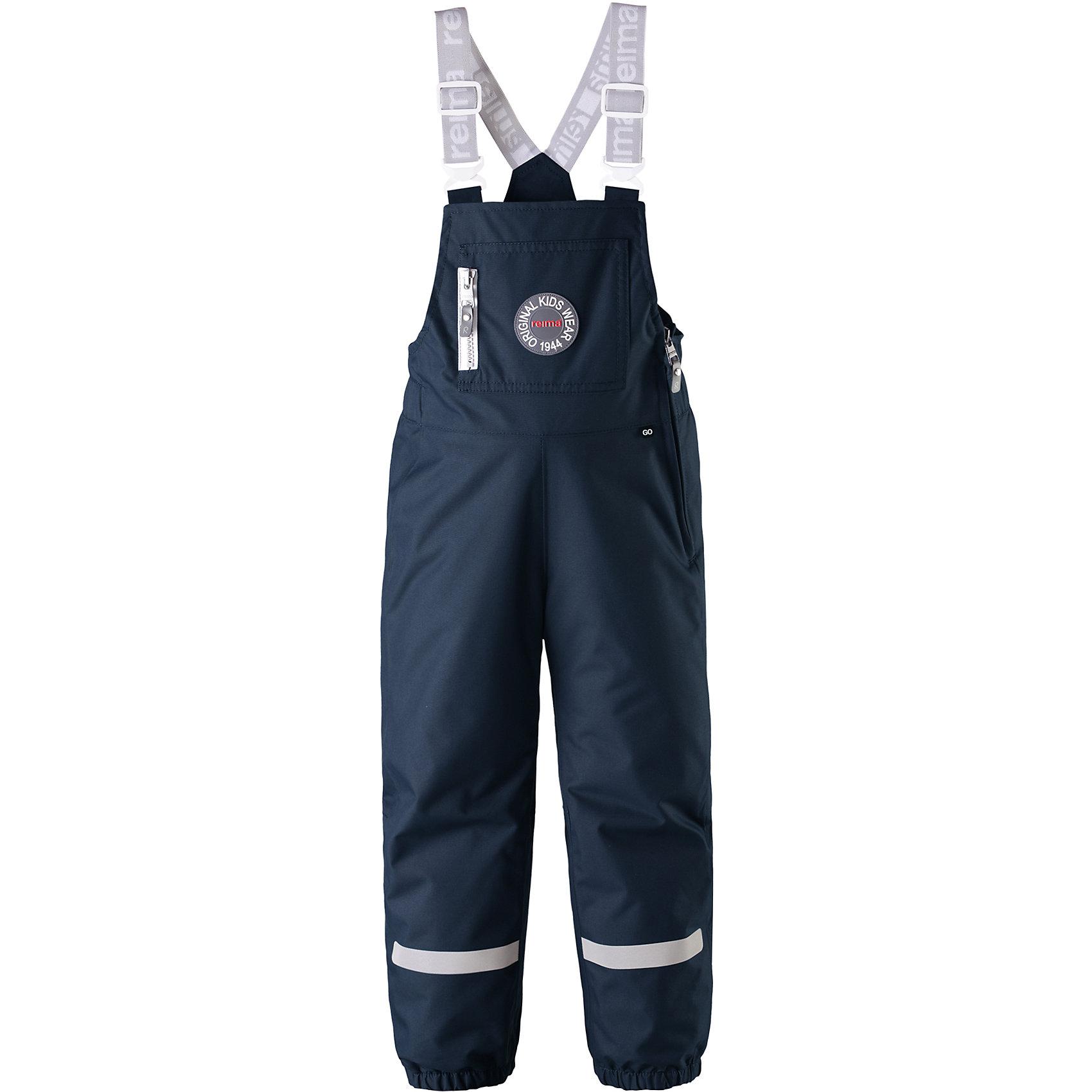 Брюки Sege Reimatec® ReimaВерхняя одежда<br>Дизайн этих детских демисезонных брюк навеян стилем коллекции Reima® 70-х. Эти брюки на легком утеплителе сшиты из специального материала – водо- и грязеотталкивающего, прочного и дышащего. Все основные швы проклеены, водонепроницаемы. <br><br>У этих брюк в ретро-стиле высокая талия и широкие регулируемые подтяжки. Благодаря эластичным манжетам и силиконовым штрипкам концы брючин всегда будут на месте, сколько ни бегай. У этих брюк прямой и слегка зауженный крой. Отделку довершает большой передний карман на молнии, мини-карман для сенсора ReimaGO® и множество светоотражающих деталей.<br>Состав:<br>100% Полиэстер<br><br>Ширина мм: 215<br>Глубина мм: 88<br>Высота мм: 191<br>Вес г: 336<br>Цвет: синий<br>Возраст от месяцев: 108<br>Возраст до месяцев: 120<br>Пол: Унисекс<br>Возраст: Детский<br>Размер: 140,92,98,104,110,116,122,128,134<br>SKU: 6901599