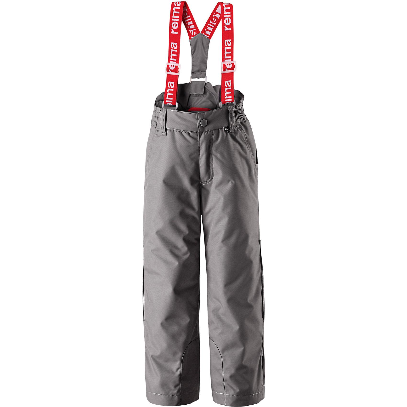 Брюки Reimatec® Reima ProcyonВерхняя одежда<br>Характеристики товара:<br><br>• цвет: серый;<br>• 100% полиэстер;<br>• утеплитель: 100% полиэстер, 120 г/м2;<br>• сезон: зима;<br>• температурный режим: от 0 до -20С;<br>• водонепроницаемость: 8000 мм;<br>• воздухопроницаемость: 10000 мм;<br>• износостойкость: 30000 циклов (тест Мартиндейла)<br>• водо- и ветронепроницаемый, дышащий и грязеотталкивающий материал;<br>• основные швы проклеены и водонепроницаемы;<br>• гладкая подкладка из полиэстера;<br>• съемные, регулируемые подтяжки;<br>• застежка: молния и пуговица;<br>• регулируемый низ брючин;<br>• снегозащитные манжеты на штанинах;<br>• два боковых кармана;<br>• потайной карман для датчика ReimaGO®;<br>• светоотражающие элементы;<br>• страна бренда: Финляндия;<br>• страна производства: Китай.<br><br>Водо и ветронепроницаемые зимние брюки Reimatec® сшиты из очень прочного, высокотехнологичного материала – дышащего и грязеотталкивающего. Основные швы проклеены, водонепроницаемы, а защита от снега на концах брючин не пропускает снег внутрь. <br>Благодаря мягкой полиэстеровой подкладке, эти зимние брюки легко надевать и удобно носить. Съемные регулируемые подтяжки позволяют подогнать брюки идеально по размеру. Эту удобную зимнюю модель довершают практичные детали: светоотражающие элементы, два боковых кармана и потайной мини-карман для сенсора ReimaGO.<br><br>Брюки Procyon Reimatec® Reima (Рейма) можно купить в нашем интернет-магазине.<br><br>Ширина мм: 215<br>Глубина мм: 88<br>Высота мм: 191<br>Вес г: 336<br>Цвет: серый<br>Возраст от месяцев: 72<br>Возраст до месяцев: 84<br>Пол: Унисекс<br>Возраст: Детский<br>Размер: 122,128,134,140,110,104,116<br>SKU: 6901665