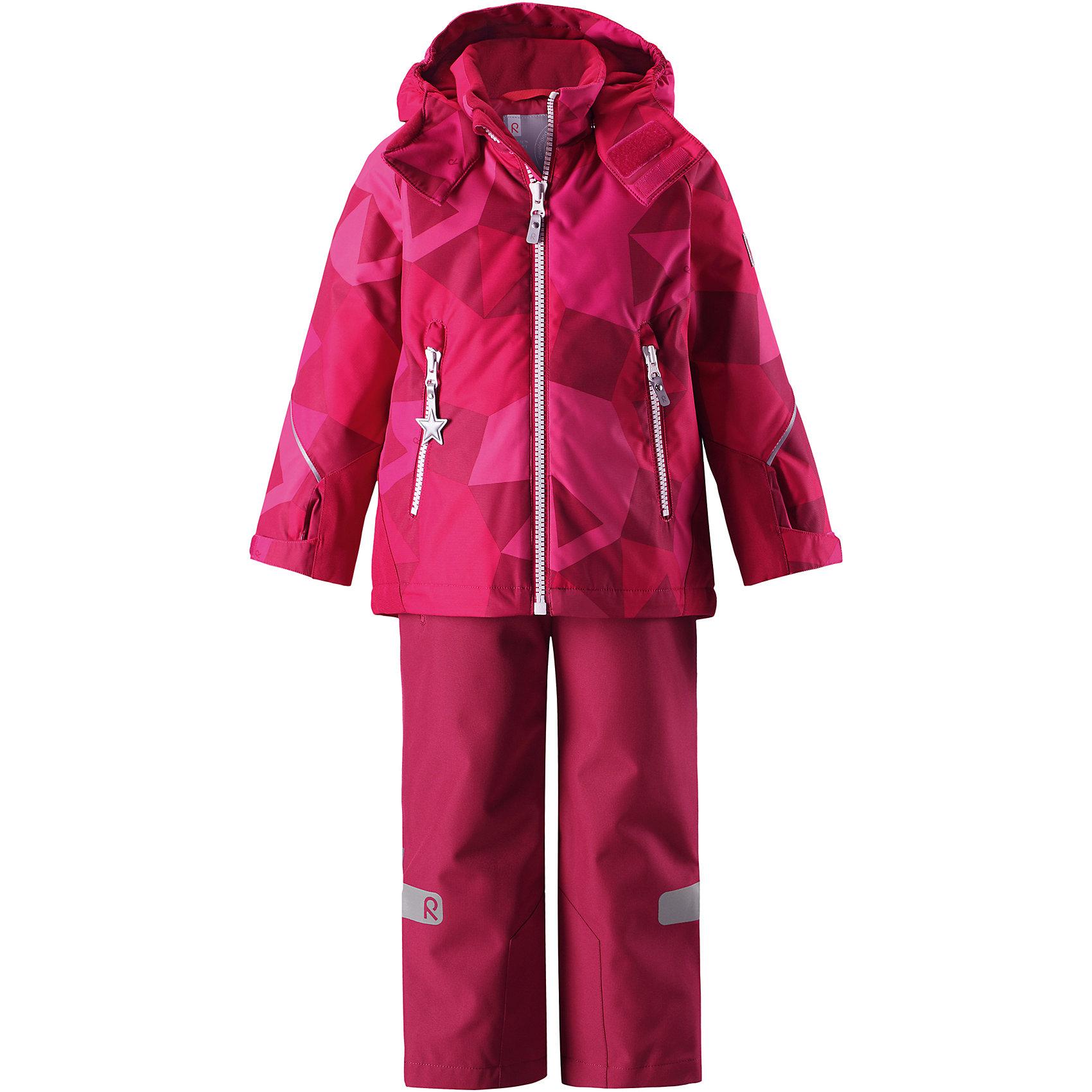 Комплект Reimatec® Reima GraneВерхняя одежда<br>Характеристики товара:<br><br>• цвет: розовый;<br>• состав: 100% полиэстер;<br>• подкладка: 100% полиэстер;<br>• утеплитель: 160 г/м2;<br>• температурный режим: от 0 до -20С;<br>• сезон: зима; <br>• водонепроницаемость: 8000/10000 мм;<br>• воздухопроницаемость: 7000/5000 мм;<br>• износостойкость: 30000/50000 циклов (тест Мартиндейла);<br>• водо- и ветронепроницаемый, дышащий и грязеотталкивающий материал;<br>• все швы проклеены и водонепроницаемы;<br>• куртка на молнии с защитой подбородка, брюки с ширинкой на молнии и пуговицей;<br>• прочные усиленные вставки на рукавах и спинке;<br>• безопасный съемный капюшон;<br>• регулируемые манжеты на липучке;<br>• регулируемый подол;<br>• снегозащитные манжеты на штанинах;<br>• регулируемые и отстегивающиеся эластичные подтяжки;<br>• карманы на молнии;<br>• светоотражающие детали;<br>• страна бренда: Финляндия;<br>• страна изготовитель: Китай.<br><br>Сверхпрочный детский зимний комплект Reimatec ® Kiddo. Функциональная куртка Reimatec ® Kiddo изготовлена из износостойкого, дышащего, водо и ветронепроницаемого материала с водо и грязеотталкивающей поверхностью. Все швы проклеены, водонепроницаемы. Рукава и спинка снабжены прочными усилениями, которые защищают участки, больше всего подверженные износу во время подвижных игр и катания на санках. <br><br>У этой модели прямой покрой с регулируемой талией и подолом, так что силуэт можно сделать более облегающим. Концы рукавов тоже регулируются застежкой на липучке, как раз под ширину перчаток. Съемный капюшон защищает от холодного ветра, а еще обеспечивает дополнительную безопасность во время игр на улице – поскольку он легко отстегнется, если случайно за что-нибудь зацепится. <br><br>По краю капюшона предусмотрен ветроотражатель, который обеспечивает шее дополнительную защиту. В брюках имеется ширинка на молнии, регулируемые и съемные эластичными подтяжками, а также защита от снега на концах брючин. Комплект снабжен гладкой подкладк
