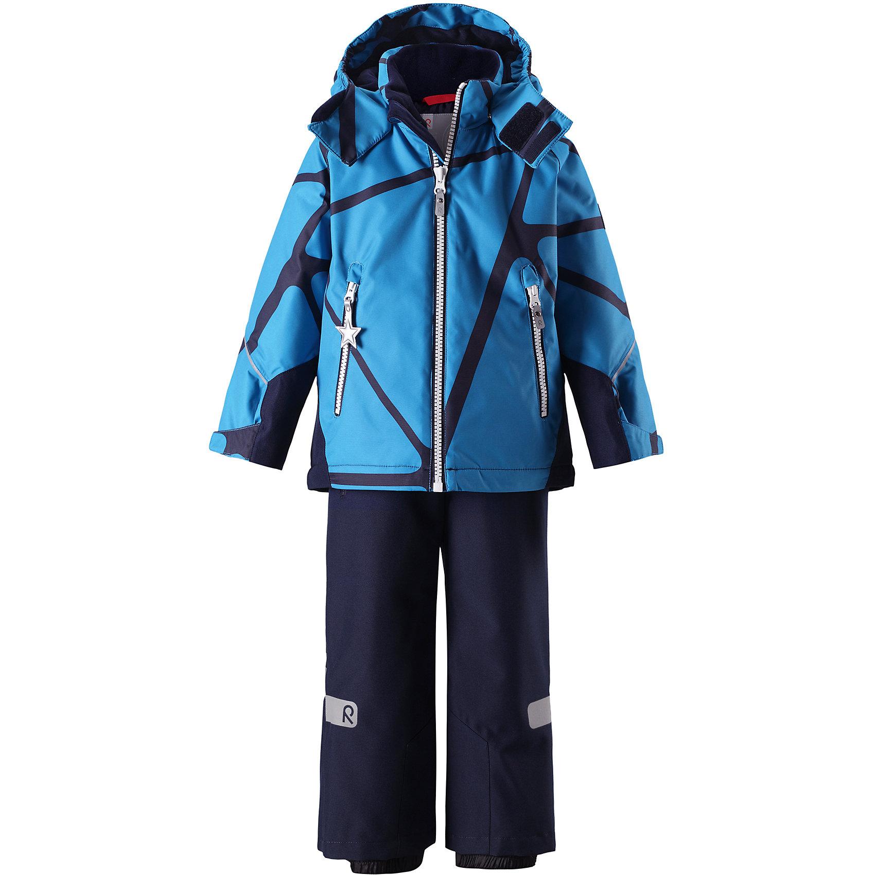 Комплект Reimatec® Reima GraneВерхняя одежда<br>Характеристики товара:<br><br>• цвет: синий;<br>• состав: 100% полиэстер;<br>• подкладка: 100% полиэстер;<br>• утеплитель: 120 г/м2;<br>• температурный режим: от 0 до -20С;<br>• сезон: зима; <br>• водонепроницаемость: 8000/10000 мм;<br>• воздухопроницаемость: 7000/5000 мм;<br>• износостойкость: 30000/50000 циклов (тест Мартиндейла);<br>• водо- и ветронепроницаемый, дышащий и грязеотталкивающий материал;<br>• все швы проклеены и водонепроницаемы;<br>• куртка на молнии с защитой подбородка, брюки с ширинкой на молнии и пуговицей;<br>• прочные усиленные вставки на рукавах и спинке;<br>• безопасный съемный капюшон;<br>• регулируемые манжеты на липучке;<br>• регулируемый подол;<br>• снегозащитные манжеты на штанинах;<br>• регулируемые и отстегивающиеся эластичные подтяжки;<br>• карманы на молнии;<br>• светоотражающие детали;<br>• страна бренда: Финляндия;<br>• страна изготовитель: Китай.<br><br>Сверхпрочный детский зимний комплект Reimatec ® Kiddo. Функциональная куртка Reimatec ® Kiddo изготовлена из износостойкого, дышащего, водо и ветронепроницаемого материала с водо и грязеотталкивающей поверхностью. Все швы проклеены, водонепроницаемы. Рукава и спинка снабжены прочными усилениями, которые защищают участки, больше всего подверженные износу во время подвижных игр и катания на санках. <br><br>У этой модели прямой покрой с регулируемой талией и подолом, так что силуэт можно сделать более облегающим. Концы рукавов тоже регулируются застежкой на липучке, как раз под ширину перчаток. Съемный капюшон защищает от холодного ветра, а еще обеспечивает дополнительную безопасность во время игр на улице – поскольку он легко отстегнется, если случайно за что-нибудь зацепится. <br><br>По краю капюшона предусмотрен ветроотражатель, который обеспечивает шее дополнительную защиту. В брюках имеется ширинка на молнии, регулируемые и съемные эластичными подтяжками, а также защита от снега на концах брючин. Комплект снабжен гладкой подкладкой