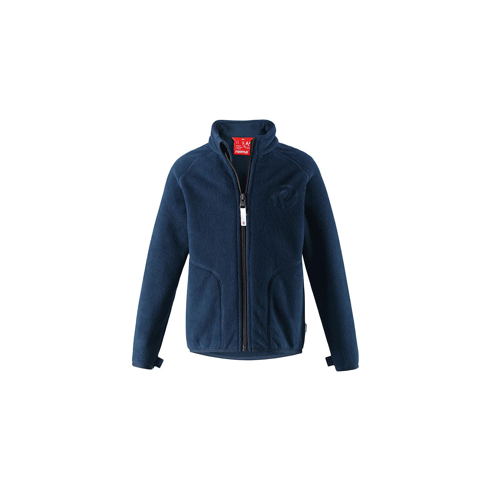Флисовая кофта Reima InrunФлис и термобелье<br>Характеристики товара:<br><br>• цвет: темно-синий;<br>• состав: 100% полиэстер, флис;<br>• быстро сохнет и сохраняет тепло;<br>• выводит влагу в верхние слои одежды;<br>• может пристегиваться к верхней одежде Reima® кнопками Play Layers®;<br>• эластичные манжеты и подол;<br>• молния по всей длине с защитой подбородка;<br>• два боковых кармана;<br>• страна бренда: Финляндия;<br>• страна производства: Китай.<br><br>Флисовая кофта на молнии превосходно послужит в качестве промежуточного слоя в морозные зимние дни – она теплая и очень мягкая на ощупь. Куртка изготовлена из легкого полярного флиса, дышащего и быстросохнущего материала. Молния во всю длину облегчает надевание, а защита для подбородка не дает поцарапать молнией шею и подбородок. <br><br>Эту практичную флисовую куртку легко можно пристегнуть к любой верхней одежде Reima®, оснащенной системой кнопок Play Layers®. Два боковых кармана и украшение в виде красивого сплошного рисунка. <br><br>Флисовую кофту Reima Inrun можно купить в нашем интернет-магазине.<br><br>Ширина мм: 190<br>Глубина мм: 74<br>Высота мм: 229<br>Вес г: 236<br>Цвет: синий<br>Возраст от месяцев: 18<br>Возраст до месяцев: 24<br>Пол: Унисекс<br>Возраст: Детский<br>Размер: 92,140,98,104,110,116,122,128,134<br>SKU: 6901873