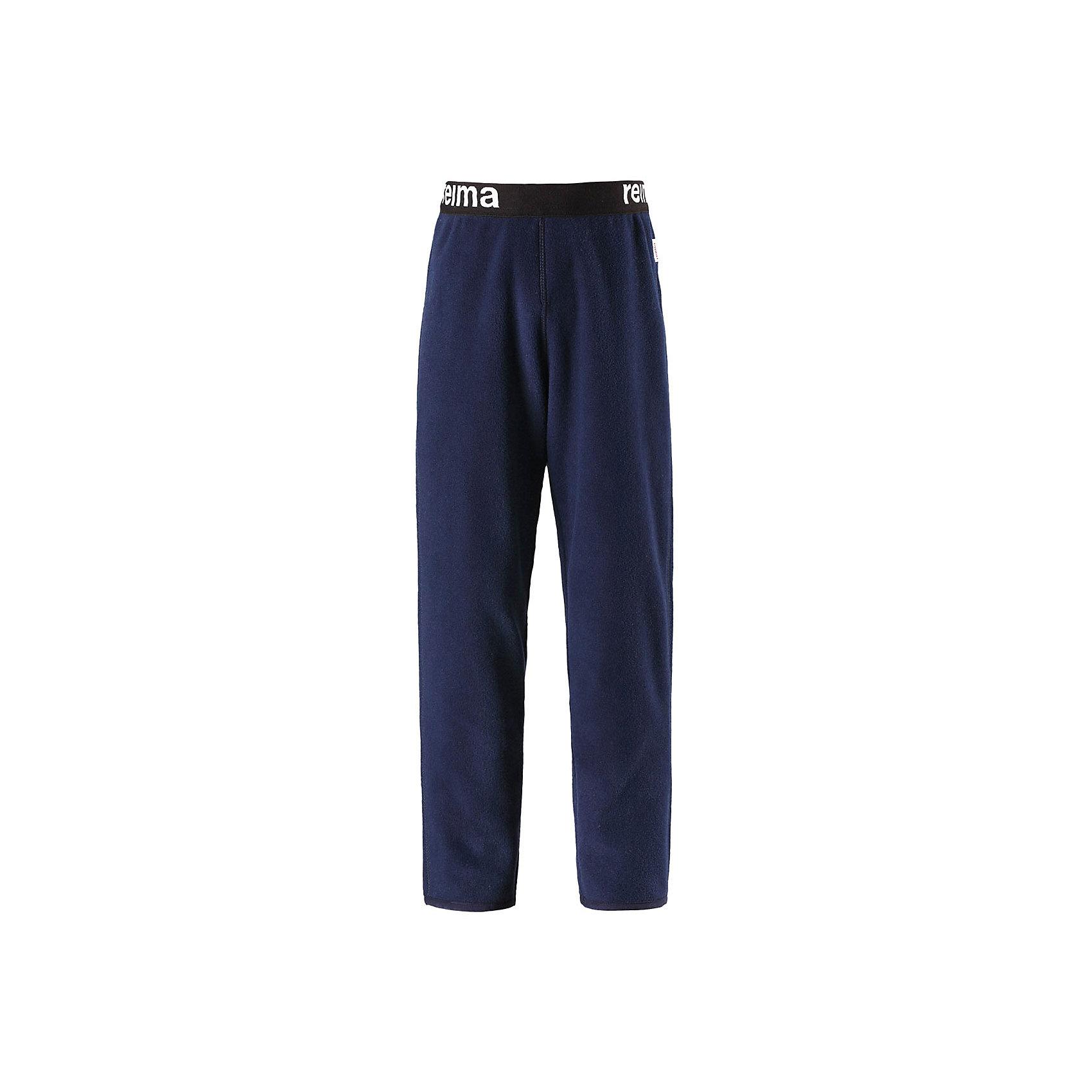 Флисовые брюки Reima ArgeliusФлис и термобелье<br>Характеристики товара:<br><br>• цвет: синий;<br>• состав: 100% полиэстер;<br>• сезон: зима;<br>• быстро сохнут и сохраняют тепло;<br>• выводит влагу в верхние слои одежды;<br>• регулируемый пояс со шнурком;<br>• эластичная резинка на штанинах;<br>• страна бренда: Финляндия;<br>• страна изготовитель: Китай.<br><br>Детские флисовые брюки отлично подойдут для поддевания под верхнюю одежду. Легкий и теплый полярный флис эффективно отводит влагу с кожи и быстро сохнет. Детские флисовые брюки снабжены регулируемой эластичной резинкой на талии, благодаря чему, их удобно носить с несколькими слоями одежды. Имеются эластичные резинки на концах брючин.<br><br>Флисовые брюки Reima Argelius от финского бренда Reima (Рейма) можно купить в нашем интернет-магазине.<br><br>Ширина мм: 215<br>Глубина мм: 88<br>Высота мм: 191<br>Вес г: 336<br>Цвет: синий<br>Возраст от месяцев: 108<br>Возраст до месяцев: 120<br>Пол: Унисекс<br>Возраст: Детский<br>Размер: 140,92,98,104,110,116,122,128,134<br>SKU: 6901913