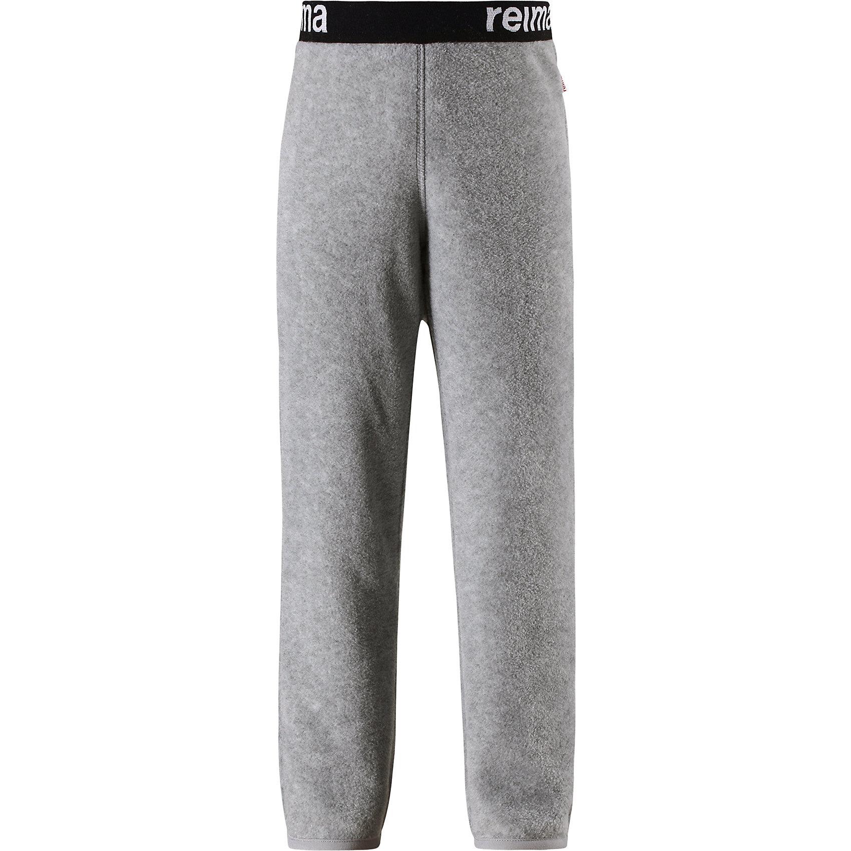 Флисовые брюки Reima ArgeliusФлис и термобелье<br>Характеристики товара:<br><br>• цвет: серый;<br>• состав: 100% полиэстер;<br>• сезон: зима;<br>• быстро сохнут и сохраняют тепло;<br>• выводит влагу в верхние слои одежды;<br>• регулируемый пояс со шнурком;<br>• эластичная резинка на штанинах;<br>• страна бренда: Финляндия;<br>• страна изготовитель: Китай.<br><br>Детские флисовые брюки отлично подойдут для поддевания под верхнюю одежду. Легкий и теплый полярный флис эффективно отводит влагу с кожи и быстро сохнет. Детские флисовые брюки снабжены регулируемой эластичной резинкой на талии, благодаря чему, их удобно носить с несколькими слоями одежды. Имеются эластичные резинки на концах брючин.<br><br>Флисовые брюки Reima Argelius от финского бренда Reima (Рейма) можно купить в нашем интернет-магазине.<br><br>Ширина мм: 215<br>Глубина мм: 88<br>Высота мм: 191<br>Вес г: 336<br>Цвет: серый<br>Возраст от месяцев: 18<br>Возраст до месяцев: 24<br>Пол: Унисекс<br>Возраст: Детский<br>Размер: 92,98,104,110,116,122,128,134,140<br>SKU: 6901923
