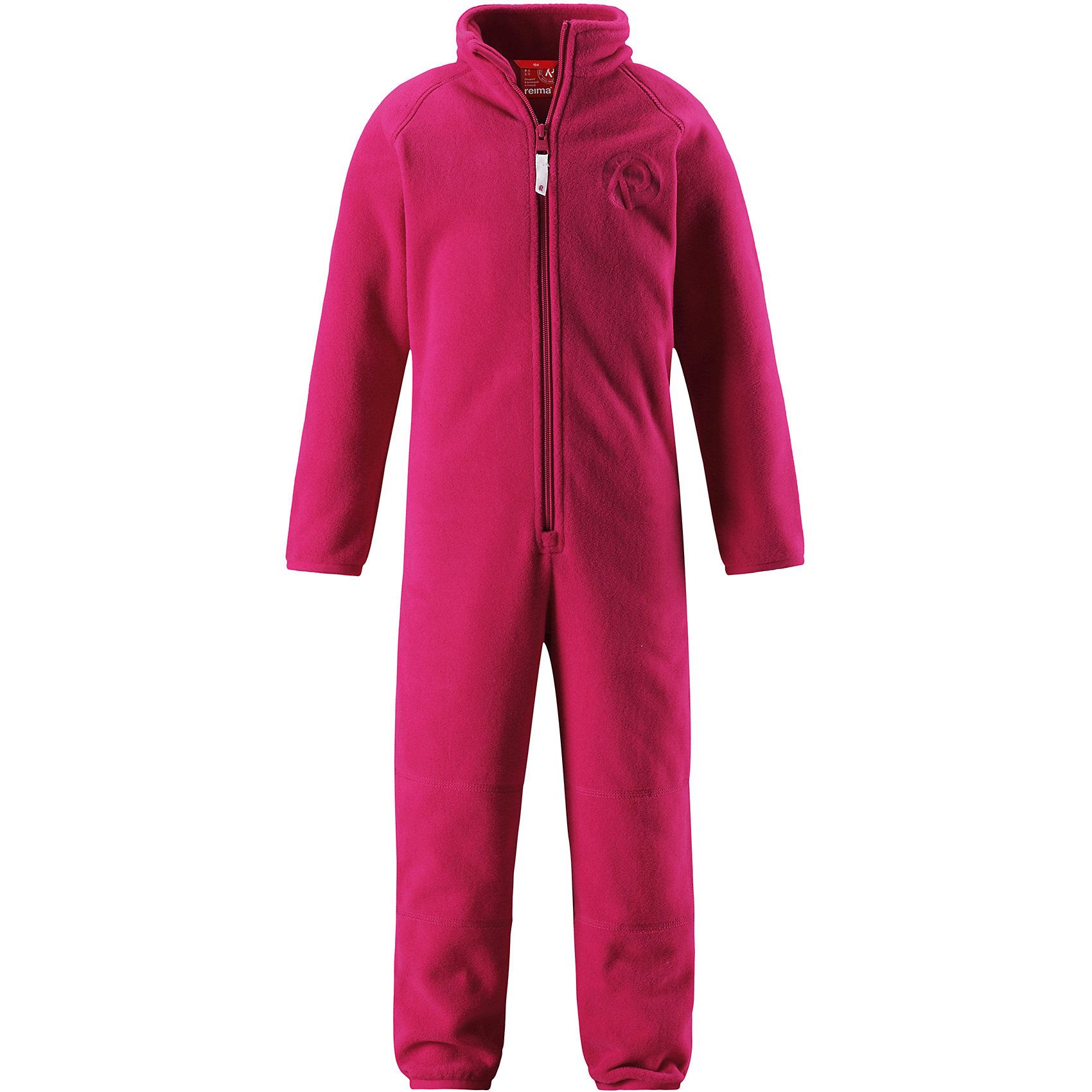 Флисовый комбинезон Reima KrazФлис и термобелье<br>Характеристики товара:<br><br>• цвет: розовый;<br>• состав: 100% полиэстер;<br>• сезон: зима;<br>• застежка: молния по всей длине с защитой подбородка;<br>• быстро сохнут и сохраняют тепло;<br>• выводит влагу в верхние слои одежды;<br>• эластичные манжеты на рукавах и брючинах;<br>• эластичная сборка сзади;<br>• страна бренда: Финляндия;<br>• страна изготовитель: Китай.<br><br>Мягкий и легкий полярный флис – это теплый и при этом быстросохнущий материал, который отводит влагу и не парит даже во время активных игр. Флисовый комбинезон очень легко надевать: молния во всю длину облегчает надевание, а эластичная регулируемая талия плотно держит брюки на поясе. Это лучший вариант для поддевания под верхнюю одежду.<br><br>Флисовый комбинезон Reima Kraz от финского бренда Reima (Рейма) можно купить в нашем интернет-магазине.<br><br>Ширина мм: 190<br>Глубина мм: 74<br>Высота мм: 229<br>Вес г: 236<br>Цвет: розовый<br>Возраст от месяцев: 84<br>Возраст до месяцев: 96<br>Пол: Унисекс<br>Возраст: Детский<br>Размер: 128,92,98,104,110,116,122<br>SKU: 6901933