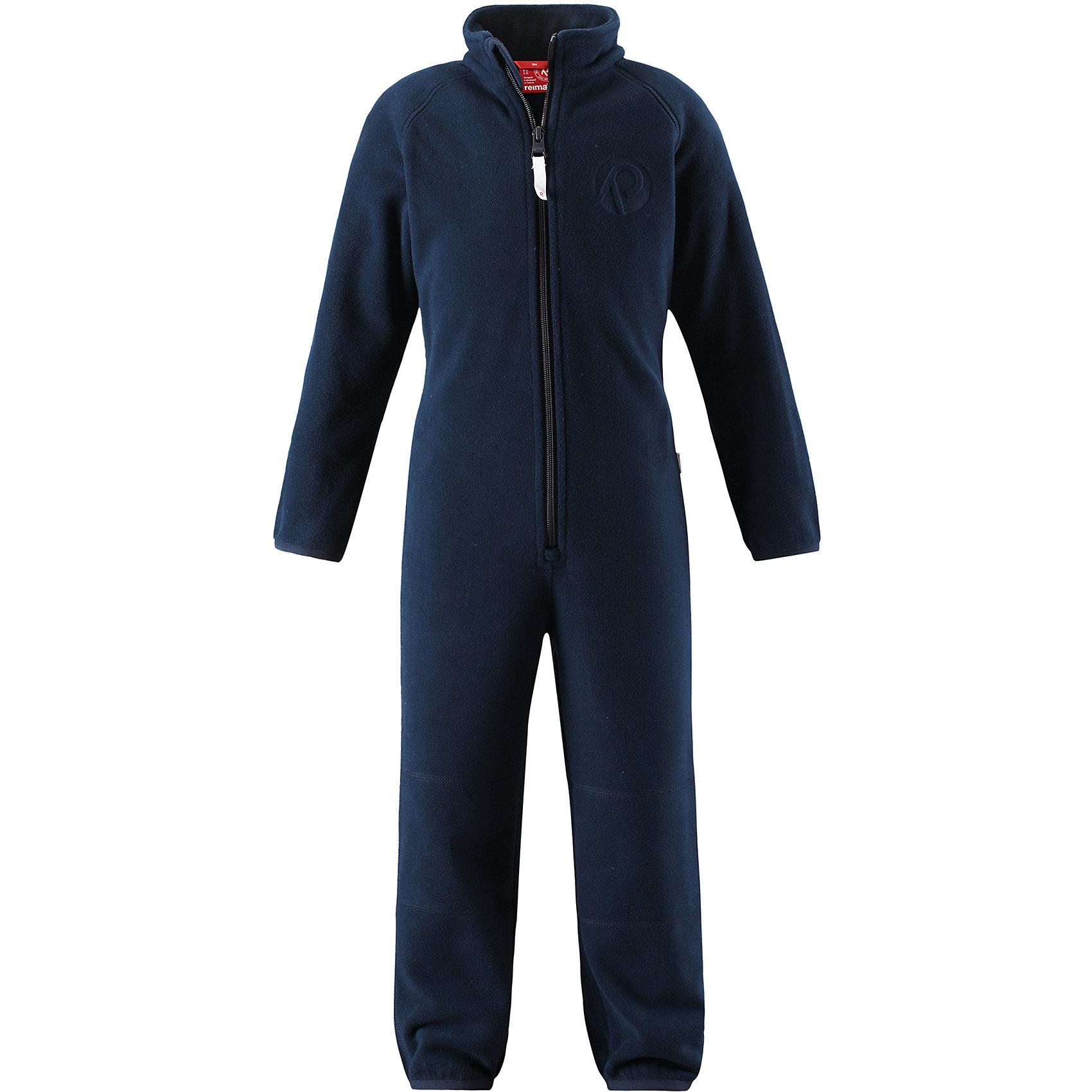 Флисовый комбинезон Reima KrazФлис и термобелье<br>Характеристики товара:<br><br>• цвет: синий;<br>• состав: 100% полиэстер;<br>• сезон: зима;<br>• застежка: молния по всей длине с защитой подбородка;<br>• быстро сохнут и сохраняют тепло;<br>• выводит влагу в верхние слои одежды;<br>• эластичные манжеты на рукавах и брючинах;<br>• эластичная сборка сзади;<br>• страна бренда: Финляндия;<br>• страна изготовитель: Китай.<br><br>Мягкий и легкий полярный флис – это теплый и при этом быстросохнущий материал, который отводит влагу и не парит даже во время активных игр. Флисовый комбинезон очень легко надевать: молния во всю длину облегчает надевание, а эластичная регулируемая талия плотно держит брюки на поясе. Это лучший вариант для поддевания под верхнюю одежду.<br><br>Флисовый комбинезон Reima Kraz от финского бренда Reima (Рейма) можно купить в нашем интернет-магазине.<br><br>Ширина мм: 190<br>Глубина мм: 74<br>Высота мм: 229<br>Вес г: 236<br>Цвет: синий<br>Возраст от месяцев: 84<br>Возраст до месяцев: 96<br>Пол: Унисекс<br>Возраст: Детский<br>Размер: 128,92,98,104,110,116,122<br>SKU: 6901941