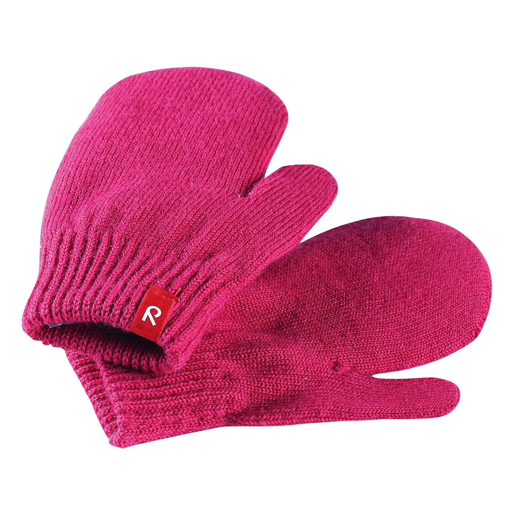 Варежки Stig ReimaПерчатки и варежки<br>Эти перчатки для малышей и детей постарше выполнены из эластичной полушерсти, дарящей комфорт в прохладные дни ранней осенью. Они идеально подойдут для поддевания под водонепроницаемые варежки и перчатки. Изготовлены из трикотажа высокого качества и легко стираются в стиральной машине. А может, купить две-три пары сразу? – ведь варежек много не бывает! <br>Состав:<br>75% Шерсть, 22% Полиакрил, 2% Полиамид, 1% Эластан<br><br>Ширина мм: 162<br>Глубина мм: 171<br>Высота мм: 55<br>Вес г: 119<br>Цвет: розовый<br>Возраст от месяцев: 72<br>Возраст до месяцев: 96<br>Пол: Унисекс<br>Возраст: Детский<br>Размер: 5/6,1/2,3/4<br>SKU: 6902083
