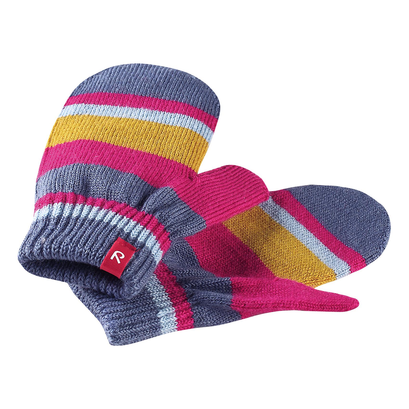 Варежки Reima StigПерчатки, варежки<br>Характеристики товара:<br><br>• цвет: синий/розовый;<br>• состав: 75% шерсть, 22% полиакрил, 2% полиамид, 1% эластан;<br>• сезон: демисезон, зима;<br>• шерсть идеально поддерживает температуру;<br>• мягкая и теплая ткань из смеси шерсти;<br>• легкий стиль, без подкладки;<br>• страна бренда: Финляндия;<br>• страна изготовитель: Китай.<br><br>Вязаные варежки выполнены из эластичной полушерсти, дарящей комфорт в прохладные дни ранней осенью. Они идеально подойдут для поддевания под водонепроницаемые варежки и перчатки. Изготовлены из трикотажа высокого качества и легко стираются в стиральной машине. <br><br>Носки Savo Reima от финского бренда Reima (Рейма) можно купить в нашем интернет-магазине.<br><br>Ширина мм: 162<br>Глубина мм: 171<br>Высота мм: 55<br>Вес г: 119<br>Цвет: розовый<br>Возраст от месяцев: 72<br>Возраст до месяцев: 96<br>Пол: Унисекс<br>Возраст: Детский<br>Размер: 5/6,1/2,3/4<br>SKU: 6902087