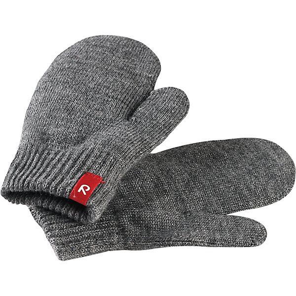 Варежки Reima StigПерчатки, варежки<br>Характеристики товара:<br><br>• цвет: серый;<br>• состав: 75% шерсть, 22% полиакрил, 2% полиамид, 1% эластан;<br>• сезон: демисезон, зима;<br>• шерсть идеально поддерживает температуру;<br>• мягкая и теплая ткань из смеси шерсти;<br>• легкий стиль, без подкладки;<br>• страна бренда: Финляндия;<br>• страна изготовитель: Китай.<br><br>Вязаные варежки выполнены из эластичной полушерсти, дарящей комфорт в прохладные дни ранней осенью. Они идеально подойдут для поддевания под водонепроницаемые варежки и перчатки. Изготовлены из трикотажа высокого качества и легко стираются в стиральной машине. <br><br>Носки Savo Reima от финского бренда Reima (Рейма) можно купить в нашем интернет-магазине.<br><br>Ширина мм: 162<br>Глубина мм: 171<br>Высота мм: 55<br>Вес г: 119<br>Цвет: серый<br>Возраст от месяцев: 72<br>Возраст до месяцев: 96<br>Пол: Унисекс<br>Возраст: Детский<br>Размер: 5/6,1/2,3/4<br>SKU: 6902099