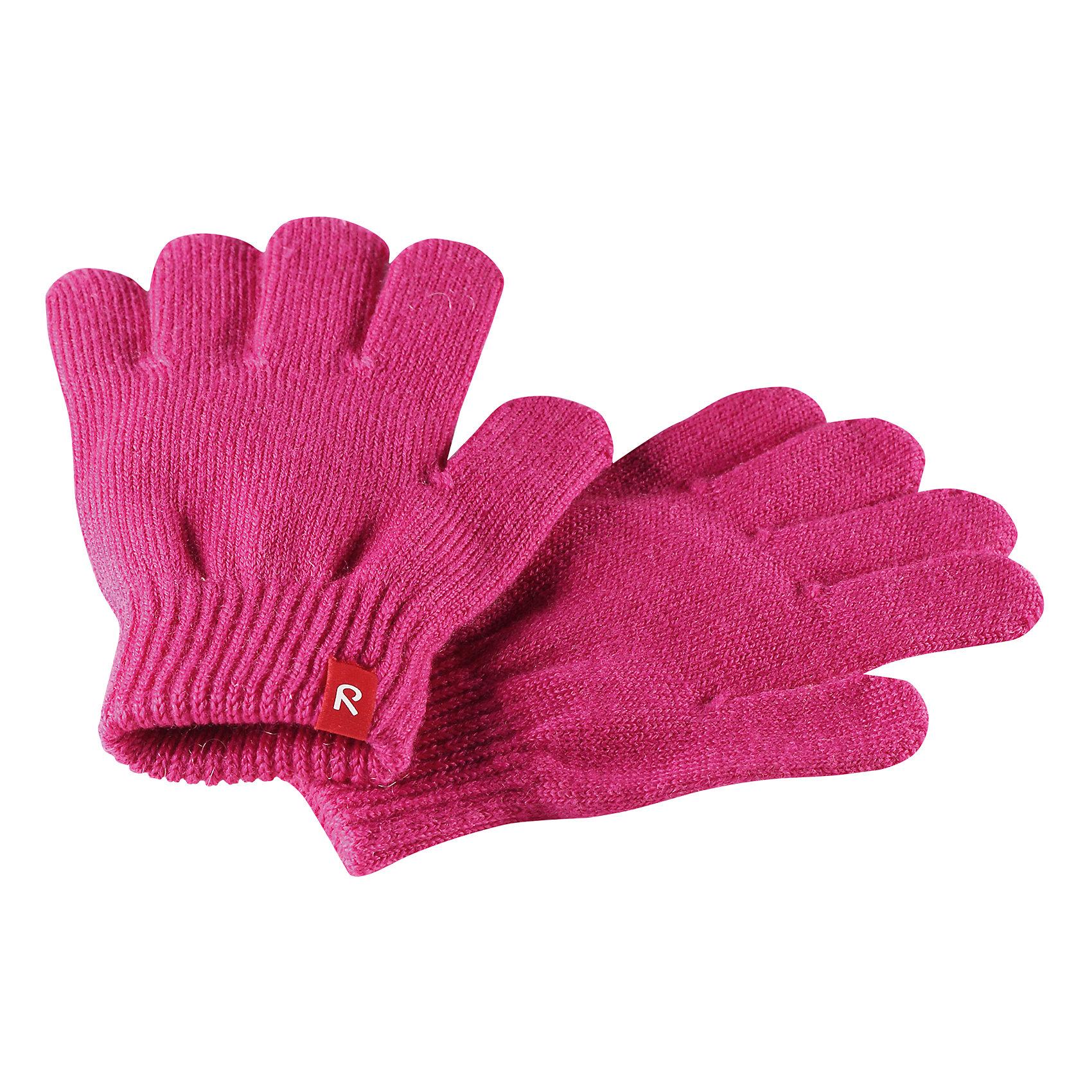 Перчатки Reima TwigПерчатки, варежки<br>Характеристики товара:<br><br>• цвет: розовый;<br>• состав: 75% шерсть, 22% полиакрил, 2% полиамид, 1% эластан;<br>• сезон: демисезон, зима;<br>• шерсть идеально поддерживает температуру;<br>• мягкая и теплая ткань из смеси шерсти;<br>• легкий стиль, без подкладки;<br>• страна бренда: Финляндия;<br>• страна изготовитель: Китай.<br><br>Перчатки выполнены из эластичной полушерсти, дарящей комфорт в прохладные дни ранней осенью. Они идеально подойдут для поддевания под водонепроницаемые варежки и перчатки. Изготовлены из трикотажа высокого качества и легко стираются в стиральной машине. <br><br>Перчатки Twig Reima от финского бренда Reima (Рейма) можно купить в нашем интернет-магазине.<br><br>Ширина мм: 162<br>Глубина мм: 171<br>Высота мм: 55<br>Вес г: 119<br>Цвет: розовый<br>Возраст от месяцев: 120<br>Возраст до месяцев: 144<br>Пол: Унисекс<br>Возраст: Детский<br>Размер: 7/8,3/4,5/6<br>SKU: 6902103