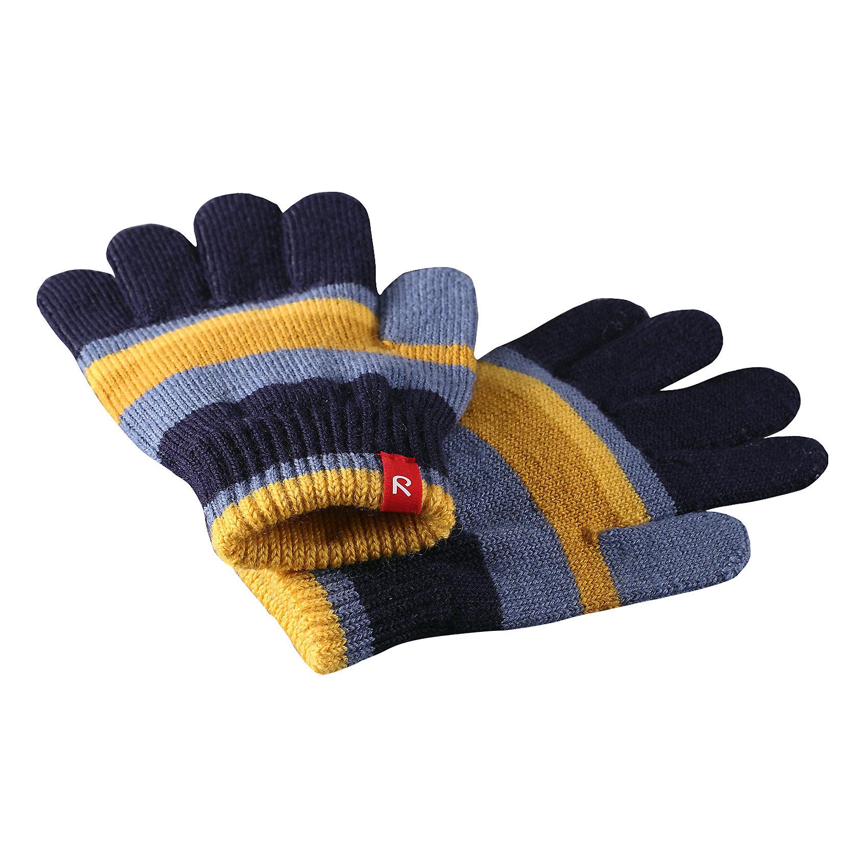 Перчатки Reima TwigПерчатки, варежки<br>Характеристики товара:<br><br>• цвет: синий;<br>• состав: 75% шерсть, 22% полиакрил, 2% полиамид, 1% эластан;<br>• сезон: демисезон, зима;<br>• шерсть идеально поддерживает температуру;<br>• мягкая и теплая ткань из смеси шерсти;<br>• легкий стиль, без подкладки;<br>• страна бренда: Финляндия;<br>• страна изготовитель: Китай.<br><br>Перчатки выполнены из эластичной полушерсти, дарящей комфорт в прохладные дни ранней осенью. Они идеально подойдут для поддевания под водонепроницаемые варежки и перчатки. Изготовлены из трикотажа высокого качества и легко стираются в стиральной машине. <br><br>Перчатки Twig Reima от финского бренда Reima (Рейма) можно купить в нашем интернет-магазине.<br><br>Ширина мм: 162<br>Глубина мм: 171<br>Высота мм: 55<br>Вес г: 119<br>Цвет: синий<br>Возраст от месяцев: 120<br>Возраст до месяцев: 144<br>Пол: Унисекс<br>Возраст: Детский<br>Размер: 7/8,3/4,5/6<br>SKU: 6902115