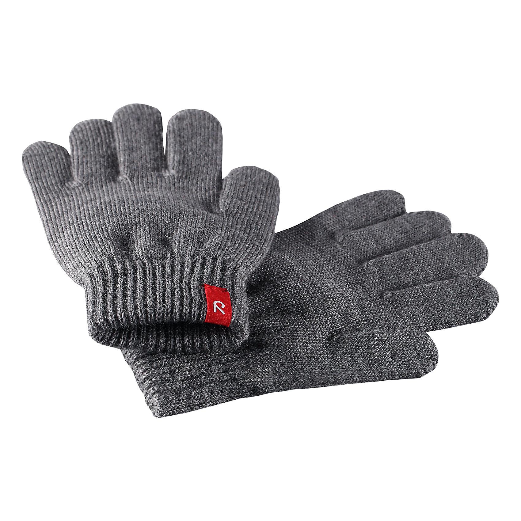 Перчатки Reima TwigПерчатки, варежки<br>Характеристики товара:<br><br>• цвет: серый;<br>• состав: 75% шерсть, 22% полиакрил, 2% полиамид, 1% эластан;<br>• сезон: демисезон, зима;<br>• шерсть идеально поддерживает температуру;<br>• мягкая и теплая ткань из смеси шерсти;<br>• легкий стиль, без подкладки;<br>• страна бренда: Финляндия;<br>• страна изготовитель: Китай.<br><br>Перчатки выполнены из эластичной полушерсти, дарящей комфорт в прохладные дни ранней осенью. Они идеально подойдут для поддевания под водонепроницаемые варежки и перчатки. Изготовлены из трикотажа высокого качества и легко стираются в стиральной машине. <br><br>Перчатки Twig Reima от финского бренда Reima (Рейма) можно купить в нашем интернет-магазине.<br><br>Ширина мм: 162<br>Глубина мм: 171<br>Высота мм: 55<br>Вес г: 119<br>Цвет: серый<br>Возраст от месяцев: 120<br>Возраст до месяцев: 144<br>Пол: Унисекс<br>Возраст: Детский<br>Размер: 7/8,3/4,5/6<br>SKU: 6902119