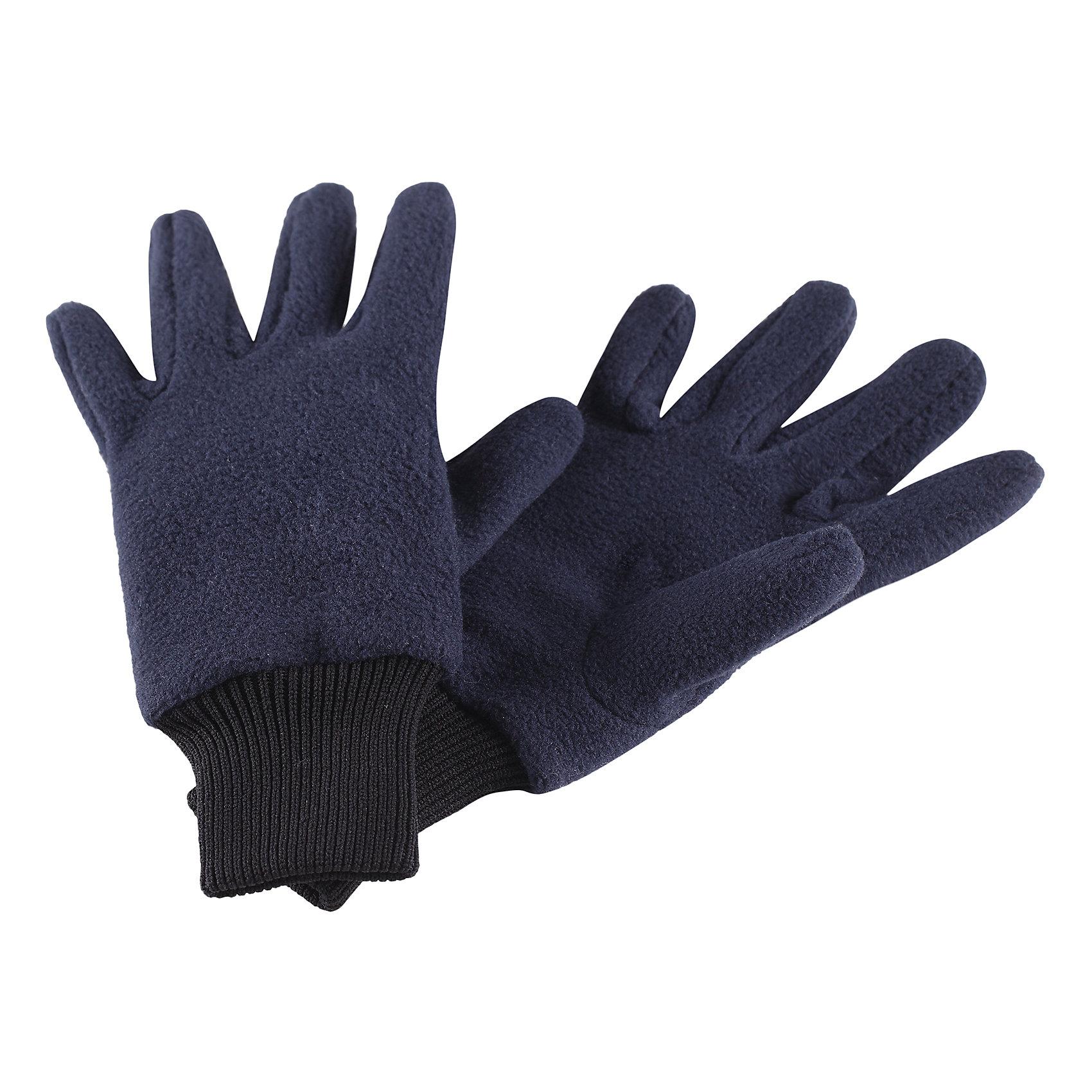 Флисовые перчатки Reima OskПерчатки, варежки<br>Характеристики товара:<br><br>• цвет: синий;<br>• состав: 100% полиэстер;<br>• сезон: зима;<br>• выводят влагу наружу;<br>• дышащий, теплый и быстросохнущий флис;<br>• кнопки, чтобы пристегивать перчатки друг у другу на время хранения;<br>• легкий стиль, без подкладки;<br>• эластичный кант на манжетах;<br>• страна бренда: Финляндия;<br>• страна изготовитель: Китай.<br><br>Мягкие и удобные детские перчатки из флиса. Теплый, дышащий и быстросохнущий флисовый материал отводит влагу в верхние слои. Облегченная модель без подкладки превосходно подойдет для поддевания под непромокаемые варежки в морозную погоду. Удобная резинка. Снабжены кнопкой и пристегиваются друг к другу для хранения.<br><br>Перчатки Osk Reima от финского бренда Reima (Рейма) можно купить в нашем интернет-магазине.<br><br>Ширина мм: 162<br>Глубина мм: 171<br>Высота мм: 55<br>Вес г: 119<br>Цвет: синий<br>Возраст от месяцев: 120<br>Возраст до месяцев: 144<br>Пол: Унисекс<br>Возраст: Детский<br>Размер: 7/8,3/4,5/6<br>SKU: 6902143