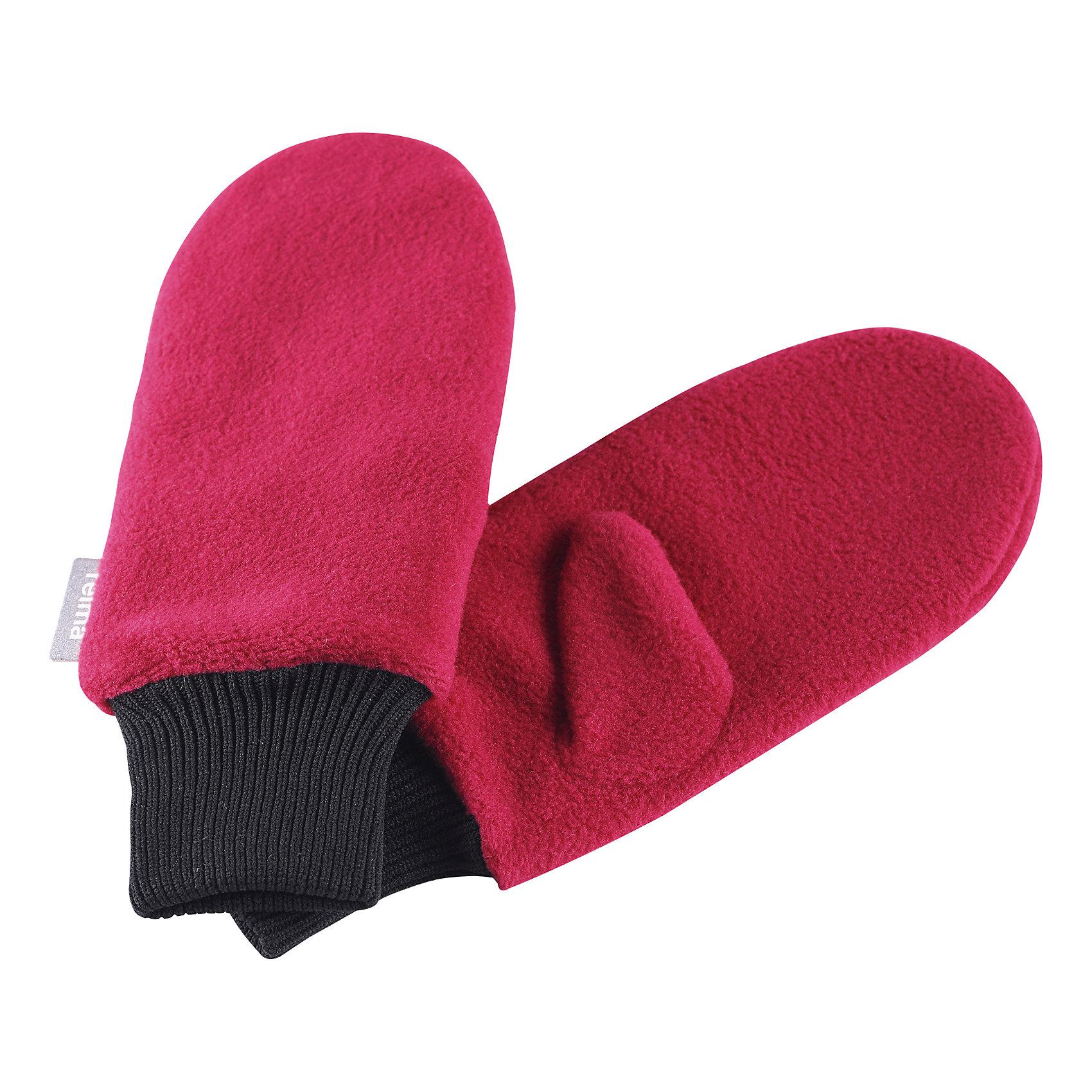 Флисовые варежки Reima RasaПерчатки, варежки<br>Характеристики товара:<br><br>• цвет: розовый;<br>• состав: 100% полиэстер;<br>• сезон: зима;<br>• выводят влагу наружу;<br>• дышащий, теплый и быстросохнущий флис;<br>• кнопки, чтобы пристегивать перчатки друг у другу на время хранения;<br>• легкий стиль, без подкладки;<br>• эластичный кант на манжетах;<br>• страна бренда: Финляндия;<br>• страна изготовитель: Китай.<br><br>Мягкие и удобные детские варежки из флиса. Теплый, дышащий и быстросохнущий флисовый материал отводит влагу. Облегченная модель без подкладки превосходно подойдет для поддевания под непромокаемые варежки в морозную погоду. Удобная резинка. Варежки снабжены кнопкой и пристегиваются друг к другу для хранения.<br><br>Флисовые варежки Reima Rasa  от финского бренда Reima (Рейма) можно купить в нашем интернет-магазине.<br><br>Ширина мм: 162<br>Глубина мм: 171<br>Высота мм: 55<br>Вес г: 119<br>Цвет: розовый<br>Возраст от месяцев: 72<br>Возраст до месяцев: 96<br>Пол: Унисекс<br>Возраст: Детский<br>Размер: 5/6,1/2,3/4<br>SKU: 6902151