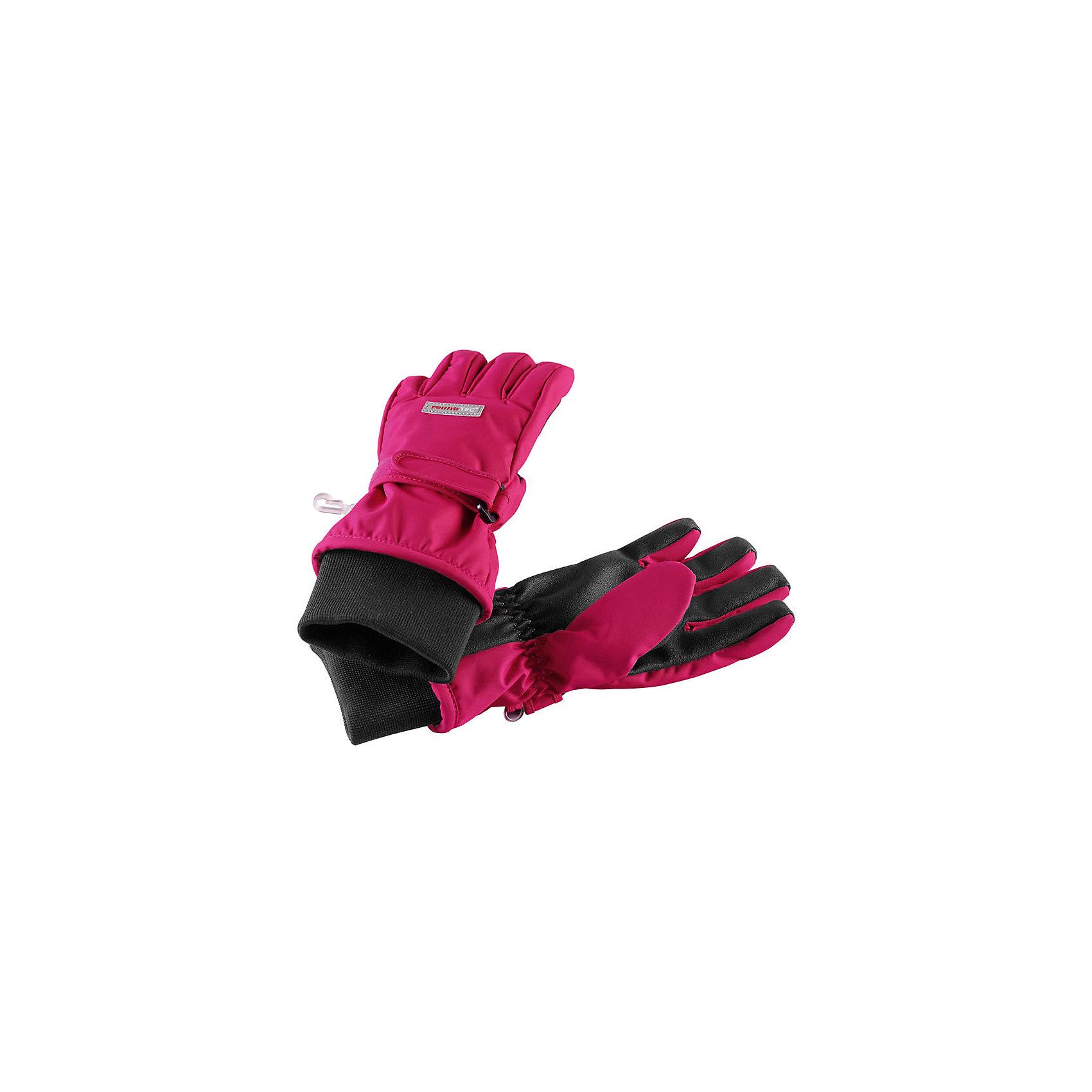 Перчатки Reimatec® Reima PivoПерчатки, варежки<br>Характеристики товара:<br><br>• цвет: розовый;<br>• состав: 100% полиэстер;<br>• подкладка: 100% полиэстер, флис;<br>• без дополнительного утепления;<br>• сезон: демисезон, зима;<br>• температурный режим: от 0 до -10;<br>• водонепроницаемость: 10000/15000 мм;<br>• воздухопроницаемость: 7000 мм;<br>• износостойкость: 40000 циклов (тест Мартиндейла);<br>• полная водонепроницаемость и дышащая способность благодаря вставке Hipora;<br>• водоотталкивающий, ветронепроницаемый и грязеотталкивающий материал;<br>• прочный материал;<br>• усиленные накладки на ладонях, кончиках пальцев  и больших пальцах;<br>• сплошная подкладка: мягкий теплый флис;<br>• застежка на липучке спереди;<br>• эластичный кант на манжетах;<br>• светоотражающие детали;<br>• страна бренда: Финляндия;<br>• страна изготовитель: Китай.<br><br>Абсолютно водонепроницаемые, дышащие и эластичные перчатки для малышей и детей постарше. Благодаря водонепроницаемому материалу и специальной вставке Hipora, эти перчатки не пропустят вовнутрь ни воду, ни сырость. Ветронепроницаемый материал, из которого они изготовлены, невероятно прочный и простой в уходе: эти перчатки можно сушить в сушильной машине. <br><br>Усиления на ладони, кончиках пальцев и на большом пальце позволяют крепко держать в руках разные сокровища, найденные во время приключений на природе. Удобная флисовая подкладка очень мягкая на ощупь и не заставляет ребенка потеть.<br><br>Перчатки Pivo Reimatec® Reima от финского бренда Reima (Рейма) можно купить в нашем интернет-магазине.<br><br>Ширина мм: 162<br>Глубина мм: 171<br>Высота мм: 55<br>Вес г: 119<br>Цвет: розовый<br>Возраст от месяцев: 144<br>Возраст до месяцев: 168<br>Пол: Унисекс<br>Возраст: Детский<br>Размер: 8,3,4,5,6,7<br>SKU: 6902346