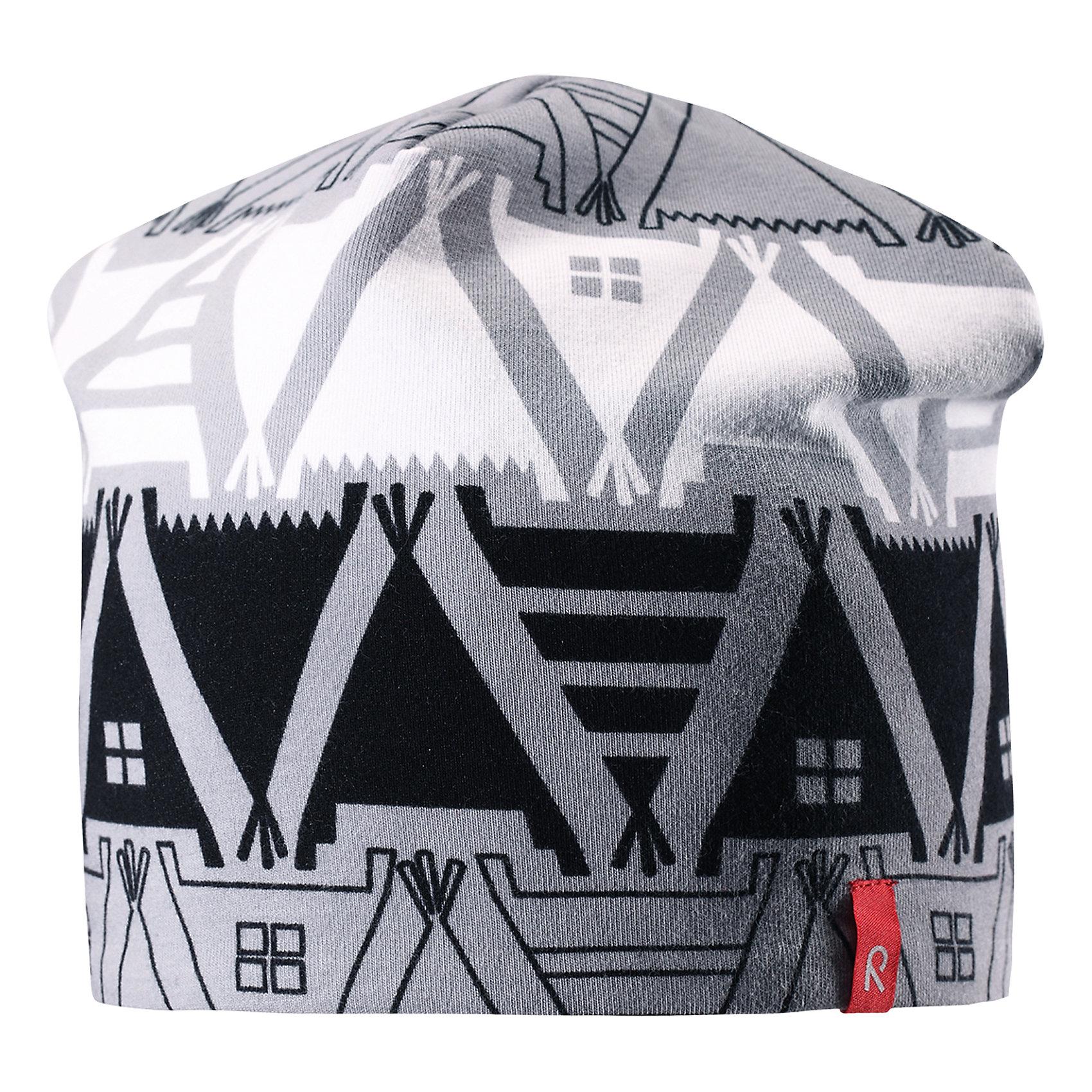 Шапка Reima HirviГоловные уборы<br>Характеристики товара:<br><br>• цвет: серый принт/серый;<br>• состав: 61% хлопок, 33% полиэстер, 6% эластан;<br>• сезон: демисезон;<br>• температурный режим: от +5 до +15С;<br>• двухсторонняя шапка;<br>• быстросохнущий материал Play jersey, приятный на ощупь;<br>• выводит влагу наружу;<br>• мягкий хлопчатобумажный материал;<br>• фактор защиты от ультрафиолета 40+;<br>• сплошная подкладка: материал Play jersey;<br>• логотип Reima® сбоку;<br>• страна бренда: Финляндия;<br>• страна изготовитель: Китай.<br><br>Легкая двусторонняя шапка для малышей и детей постарше свежей расцветки с УФ-защитой 40+. Шапка изготовлена из дышащего и быстросохнущего материла Play Jersey®, эффективно выводящего влагу с кожи. Озорная двухсторонняя шапка меняет цвет в одно мгновение.<br><br>Шапку Hirvi Reima от финского бренда Reima (Рейма) можно купить в нашем интернет-магазине.<br><br>Ширина мм: 89<br>Глубина мм: 117<br>Высота мм: 44<br>Вес г: 155<br>Цвет: черный<br>Возраст от месяцев: 72<br>Возраст до месяцев: 84<br>Пол: Унисекс<br>Возраст: Детский<br>Размер: 50-52,54-56<br>SKU: 6902492