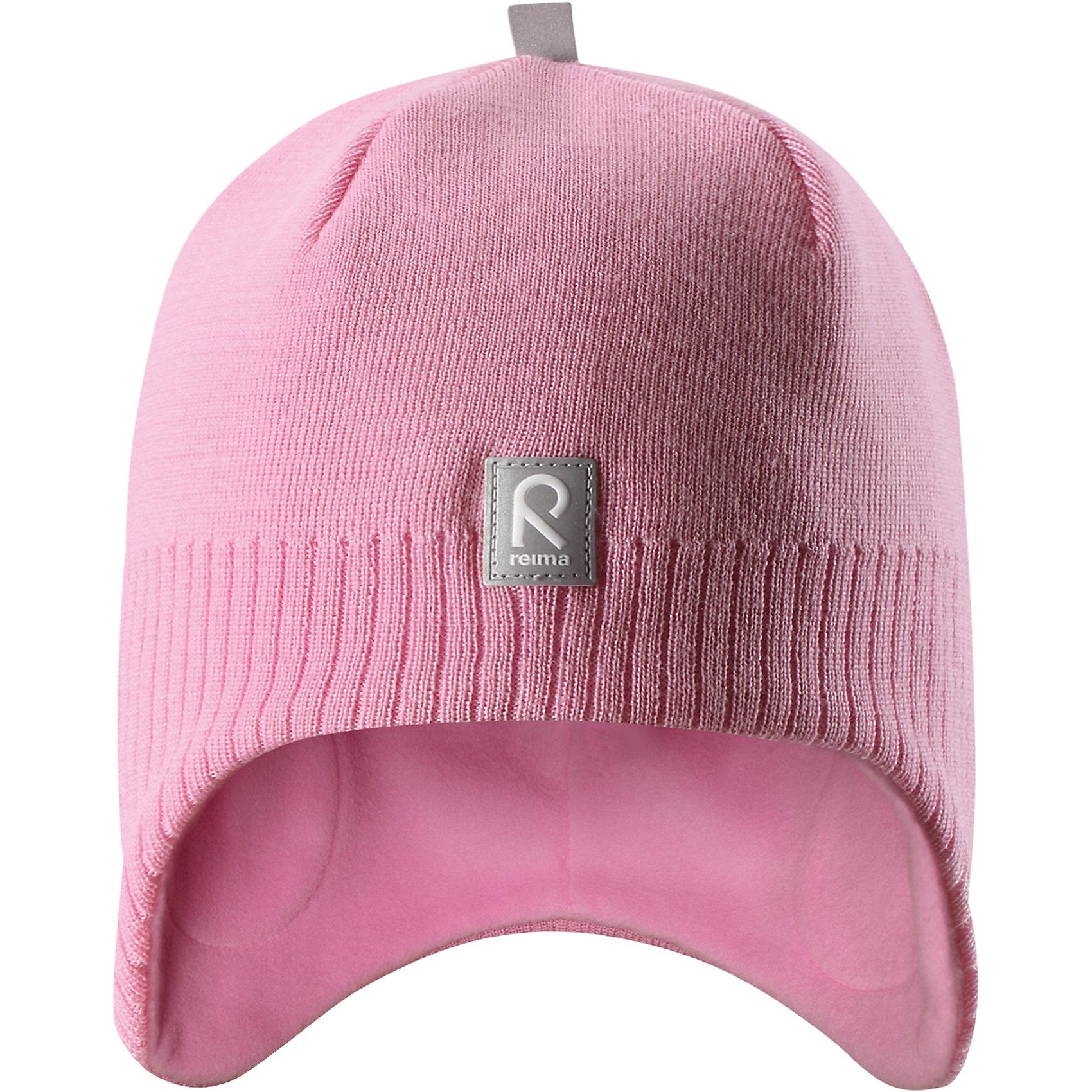 Шапка Reima LumulaГоловные уборы<br>Характеристики товара:<br><br>• цвет: светло-розовый;<br>• состав: 100% шерсть;<br>• подкладка: 100% полиэстер, флис;<br>• без дополнительного утепления;<br>• сезон: зима;<br>• температурный режим: от 0 до -20С;<br>• мягкая ткань из мериносовой шерсти для поддержания идеальной температуры тела;<br>• ветронепроницаемые вставки в области ушей;<br>• сплошная подкладка: мягкий теплый флис;<br>• логотип Reima® спереди;<br>• страна бренда: Финляндия;<br>• страна изготовитель: Китай.<br><br>Детская шерстяная шапка хорошо защищает уши. Эта удобная модель хорошо закрывает уши ребенка и защищает лоб даже без завязок. Стильная шапка из 100% шерсти подшита удобной теплой флисовой подкладкой из полиэстера. Материал быстро сохнет и обладает влагоотводящими свойствами. Ветронепроницаемые вставки между верхним слоем и подкладкой обеспечивают ушкам дополнительную защиту от ветра.<br><br>Шапку Lumula Reima от финского бренда Reima (Рейма) можно купить в нашем интернет-магазине.<br><br>Ширина мм: 89<br>Глубина мм: 117<br>Высота мм: 44<br>Вес г: 155<br>Цвет: розовый<br>Возраст от месяцев: 84<br>Возраст до месяцев: 144<br>Пол: Унисекс<br>Возраст: Детский<br>Размер: 56,50,52,54<br>SKU: 6902563