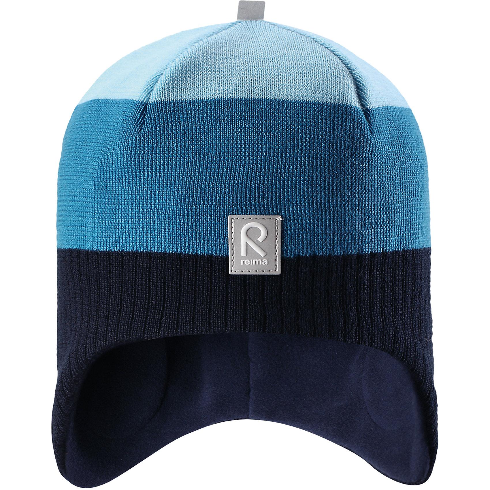 Шапка Reima LumulaГоловные уборы<br>Характеристики товара:<br><br>• цвет: синий;<br>• состав: 100% шерсть;<br>• подкладка: 100% полиэстер, флис;<br>• без дополнительного утепления;<br>• сезон: зима;<br>• температурный режим: от 0 до -20С;<br>• мягкая ткань из мериносовой шерсти для поддержания идеальной температуры тела;<br>• ветронепроницаемые вставки в области ушей;<br>• сплошная подкладка: мягкий теплый флис;<br>• логотип Reima® спереди;<br>• страна бренда: Финляндия;<br>• страна изготовитель: Китай.<br><br>Детская шерстяная шапка хорошо защищает уши. Эта удобная модель хорошо закрывает уши ребенка и защищает лоб даже без завязок. Стильная шапка из 100% шерсти подшита удобной теплой флисовой подкладкой из полиэстера. Материал быстро сохнет и обладает влагоотводящими свойствами. Ветронепроницаемые вставки между верхним слоем и подкладкой обеспечивают ушкам дополнительную защиту от ветра.<br><br>Шапку Lumula Reima от финского бренда Reima (Рейма) можно купить в нашем интернет-магазине.<br><br>Ширина мм: 89<br>Глубина мм: 117<br>Высота мм: 44<br>Вес г: 155<br>Цвет: синий<br>Возраст от месяцев: 36<br>Возраст до месяцев: 48<br>Пол: Унисекс<br>Возраст: Детский<br>Размер: 50,56,54,52<br>SKU: 6902578