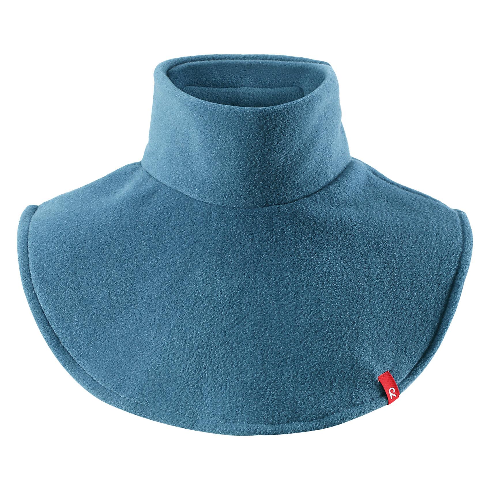 Флисовая манишка Reima DollartВерхняя одежда<br>Характеристики товара:<br><br>• цвет: голубой;<br>• состав: 100% полиэстер, флис;<br>• сезон: зима;<br>• особенности: флисовая;<br>• застежка: липучка сзади;<br>• дышащий, теплый и быстросохнущий флис;<br>• частичная подкладка;<br>• логотип Reima® спереди;<br>• страна бренда: Финляндия;<br>• страна производства: Китай.<br><br>Флисовая манишка для малышей и детей постарше сделает любую демисезонную и зимнюю верхнюю одежду теплее и уютнее. Теплый флис – мягкий и приятный на ощупь, а застежка-липучка сзади облегчает надевание и не дает горловине сползать. Легкий, быстросохнущий, и дышащий полярный флис отводит влагу с кожи.<br><br>Флисовую манишку Reima Dollart можно купить в нашем интернет-магазине.<br><br>Ширина мм: 88<br>Глубина мм: 155<br>Высота мм: 26<br>Вес г: 106<br>Цвет: синий<br>Возраст от месяцев: 48<br>Возраст до месяцев: 168<br>Пол: Унисекс<br>Возраст: Детский<br>Размер: one size<br>SKU: 6902765