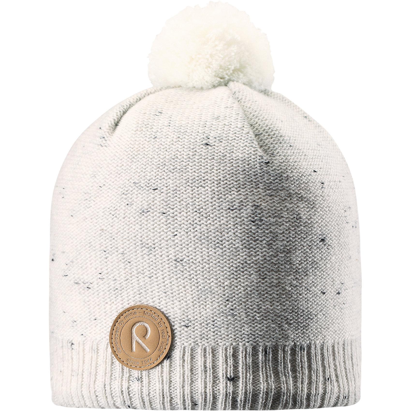 Шапка Reima KajaaniШапки и шарфы<br>Характеристики товара:<br><br>• цвет: белый;<br>• состав: 50% шерсть, 50% полиакрил;<br>• подкладка: 100% полиэстер, флис;<br>• без дополнительного утепления;<br>• сезон: зима;<br>• температурный режим: от 0 до -20С;<br>• шерсть идеально поддерживает температуру;<br>• ветронепроницаемые вставки в области ушей;<br>• сплошная подкладка: мягкий теплый флис;<br>• мягкая и теплая ткань из смеси шерсти;<br>• шапка с помпоном;<br>• логотип Reima® спереди;<br>• страна бренда: Финляндия;<br>• страна изготовитель: Китай.<br><br>Детская шапка из теплого шерстяного трикотажа. Материал превосходно регулирует температуру и хорошо согревает голову. Ветронепроницаемые вставки и подкладка из мягкого флиса. Декоративная структурная вязка.<br><br>Шапку Kajaani Reima от финского бренда Reima (Рейма) можно купить в нашем интернет-магазине.<br><br>Ширина мм: 89<br>Глубина мм: 117<br>Высота мм: 44<br>Вес г: 155<br>Цвет: белый<br>Возраст от месяцев: 84<br>Возраст до месяцев: 144<br>Пол: Унисекс<br>Возраст: Детский<br>Размер: 56,50,52,54<br>SKU: 6902808