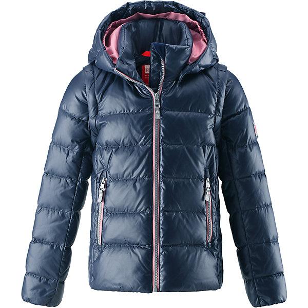 Куртка Reima Minna для девочкиОдежда<br>Характеристики товара:<br><br>• цвет: синий;<br>• состав: 100% полиамид;<br>• подкладка: 100% полиэстер;<br>• утеплитель: 60% пух, 40% перо;<br>• сезон: зима;<br>• температурный режим: от 0 до -20С;<br>• воздухопроницаемость: 3000 мм;<br>• пуховая куртка для подростков;<br>• водоотталкивающий, ветронепроницаемый и дышащий материал;<br>• гладкая подкладка из полиэстера;<br>• безопасный, съемный капюшон;<br>• отстегивающиеся рукава на молнии;<br>• два боковых кармана;<br>• светоотражающие детали;<br>• страна бренда: Финляндия;<br>• страна изготовитель: Китай.<br><br>Очень легкая, но при этом теплая и практичная слегка удлиненная куртка для подростков в одно мгновение превращается в жилетку. Эта практичная куртка снабжена утеплителем пух/перо (60/40%). Куртку с гладкой подкладкой из полиэстера легко надевать и очень удобно носить. В теплую погоду стоит лишь отстегнуть рукава, и куртка превратится в жилетку. Наденьте ее с удобной кофтой, и у вас получится модный и стильный наряд. <br><br>А когда на улице похолодает, жилетку можно поддевать в качестве промежуточного слоя. Куртка оснащена съемным капюшоном, что обеспечивает дополнительную безопасность во время активных прогулок – капюшон легко отстегивается, если случайно за что-нибудь зацепится. Есть два кармана на молнии для мобильного телефона и других ценных мелочей. Эту модель для девочек довершают практичные детали: длинная молния высокого качества и светоотражающие элементы.<br><br>Куртку Minna для девочки Reima от финского бренда Reima (Рейма) можно купить в нашем интернет-магазине.<br>Ширина мм: 356; Глубина мм: 10; Высота мм: 245; Вес г: 519; Цвет: синий; Возраст от месяцев: 36; Возраст до месяцев: 48; Пол: Женский; Возраст: Детский; Размер: 104,164,110,116,122,128,134,140,146,152,158; SKU: 6903052;