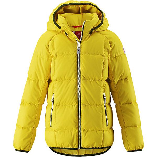 Куртка Reima JordОдежда<br>Характеристики товара:<br><br>• цвет: желтый;<br>• 100% полиэстер, полиуретановое покрытие;<br>• утеплитель: 60% пух, 40% перо;<br>• сезон: зима;<br>• температурный режим: от -10 до -30С;<br>• водонепроницаемость: 5000 мм;<br>• воздухопроницаемость: 2000 мм;<br>• особенности: пуховая, стеганая;<br>• водо- и ветронепроницаемый, дышащий и грязеотталкивающий материал;<br>• безопасный, съемный капюшон;<br>• эластичная резинка на кромке каюшона, манжетах и подоле;<br>• два кармана на молнии;<br>• светоотражающие элементы;<br>• страна бренда: Финляндия;<br>• страна производства: Китай.<br><br>Куртка-пуховик для детей и подростков в спортивно-городском стиле. Поверхность с ромбовидным узором добби, утеплитель пух/перо (60/40%). Куртка изготовлена из дышащего, водо и ветронепроницаемого материала, в ней вашему ребенку будет тепло и уютно в морозный день. <br><br>Эта куртка с подкладкой из гладкого полиэстера легко надевается. Снабжена безопасным съемным капюшоном, карманами на молнии и эластичной сборкой по краю капюшона, на манжетах и подоле. Куртка изготовлена из грязеотталкивающего материала, но при этом ее можно сушить в сушильной машине.<br><br>Куртку Jord Reima можно купить в нашем интернет-магазине.<br>Ширина мм: 356; Глубина мм: 10; Высота мм: 245; Вес г: 519; Цвет: желтый; Возраст от месяцев: 120; Возраст до месяцев: 132; Пол: Унисекс; Возраст: Детский; Размер: 146,140,134,128,122,116,110,104,164,158,152; SKU: 6903112;