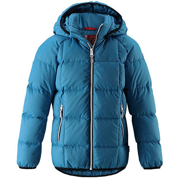 Куртка Reima JordОдежда<br>Характеристики товара:<br><br>• цвет: голубой;<br>• 100% полиэстер, полиуретановое покрытие;<br>• утеплитель: 60% пух, 40% перо;<br>• сезон: зима;<br>• температурный режим: от -10 до -30С;<br>• водонепроницаемость: 5000 мм;<br>• воздухопроницаемость: 2000 мм;<br>• особенности: пуховая, стеганая;<br>• водо- и ветронепроницаемый, дышащий и грязеотталкивающий материал;<br>• безопасный, съемный капюшон;<br>• эластичная резинка на кромке каюшона, манжетах и подоле;<br>• два кармана на молнии;<br>• светоотражающие элементы;<br>• страна бренда: Финляндия;<br>• страна производства: Китай.<br><br>Куртка-пуховик для детей и подростков в спортивно-городском стиле. Поверхность с ромбовидным узором добби, утеплитель пух/перо (60/40%). Куртка изготовлена из дышащего, водо и ветронепроницаемого материала, в ней вашему ребенку будет тепло и уютно в морозный день. <br><br>Эта куртка с подкладкой из гладкого полиэстера легко надевается. Снабжена безопасным съемным капюшоном, карманами на молнии и эластичной сборкой по краю капюшона, на манжетах и подоле. Куртка изготовлена из грязеотталкивающего материала, но при этом ее можно сушить в сушильной машине.<br><br>Куртку Jord Reima можно купить в нашем интернет-магазине.<br>Ширина мм: 356; Глубина мм: 10; Высота мм: 245; Вес г: 519; Цвет: синий; Возраст от месяцев: 84; Возраст до месяцев: 96; Пол: Унисекс; Возраст: Детский; Размер: 128,104,164,158,152,146,140,134,122,116,110; SKU: 6903136;