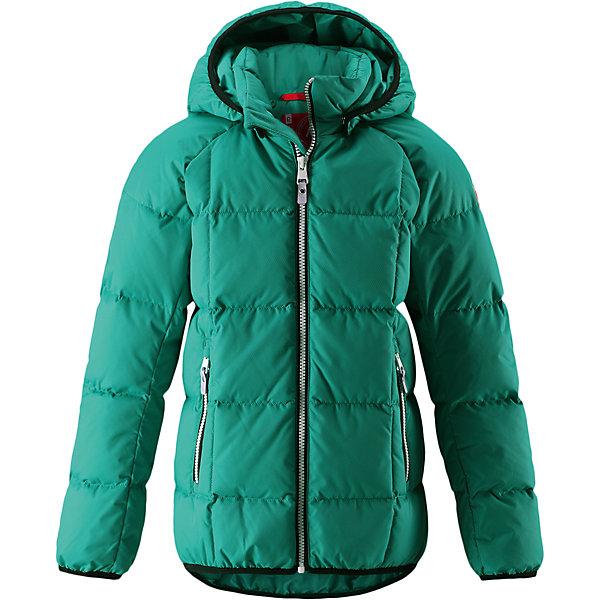 Куртка Reima Jord для мальчикаОдежда<br>Характеристики товара:<br><br>• цвет: зеленый;<br>• 100% полиэстер, полиуретановое покрытие;<br>• утеплитель: 60% пух, 40% перо;<br>• сезон: зима;<br>• температурный режим: от -10 до -30С;<br>• водонепроницаемость: 5000 мм;<br>• воздухопроницаемость: 2000 мм;<br>• особенности: пуховая, стеганая;<br>• водо- и ветронепроницаемый, дышащий и грязеотталкивающий материал;<br>• безопасный, съемный капюшон;<br>• эластичная резинка на кромке каюшона, манжетах и подоле;<br>• два кармана на молнии;<br>• светоотражающие элементы;<br>• страна бренда: Финляндия;<br>• страна производства: Китай.<br><br>Куртка-пуховик для детей и подростков в спортивно-городском стиле. Поверхность с ромбовидным узором добби, утеплитель пух/перо (60/40%). Куртка изготовлена из дышащего, водо и ветронепроницаемого материала, в ней вашему ребенку будет тепло и уютно в морозный день. <br><br>Эта куртка с подкладкой из гладкого полиэстера легко надевается. Снабжена безопасным съемным капюшоном, карманами на молнии и эластичной сборкой по краю капюшона, на манжетах и подоле. Куртка изготовлена из грязеотталкивающего материала, но при этом ее можно сушить в сушильной машине.<br><br>Куртку Jord Reima можно купить в нашем интернет-магазине.<br>Ширина мм: 356; Глубина мм: 10; Высота мм: 245; Вес г: 519; Цвет: зеленый; Возраст от месяцев: 36; Возраст до месяцев: 48; Пол: Мужской; Возраст: Детский; Размер: 152,146,140,134,104,164,158,116,110,128,122; SKU: 6903160;