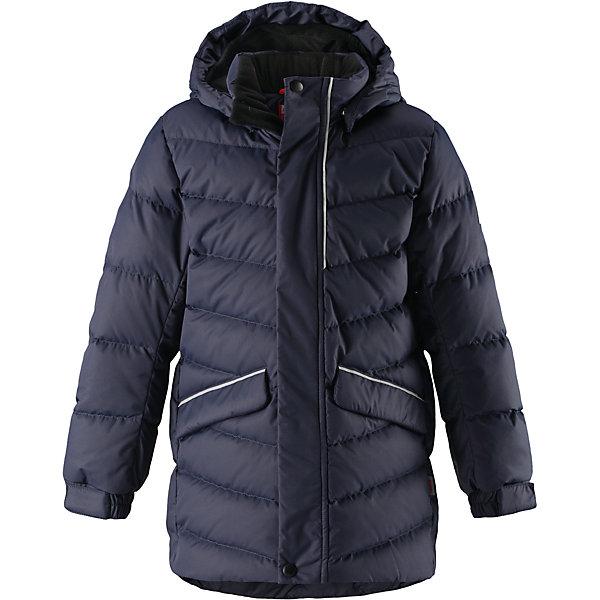 Куртка Reima Janne для мальчикаОдежда<br>Характеристики товара:<br><br>• цвет: темно-синий;<br>• состав: 100% полиэстер;<br>• подкладка: 100% полиэстер;<br>• утеплитель: 60% пух, 40; перо;<br>• сезон: зима;<br>• температурный режим: от 0 до -30С;<br>• водонепроницаемость: 5000 мм;<br>• воздухопроницаемость: 2000 мм;<br>• износостойкость: 10000 циклов (тест Мартиндейла);<br>• водо- и ветронепроницаемый, дышащий и грязеотталкивающий материал;<br>• основные швы проклеены и не пропускают влагу;<br>• застежка: молния с дополнительной планкой;<br>• гладкая подкладка из полиэстера;<br>• безопасный съемный капюшон;<br>• регулируемые манжеты и подол;<br>• петля для дополнительных светоотражающих деталей;<br>• два кармана с кнопками:<br>• светоотражающие детали;<br>• страна бренда: Финляндия;<br>• страна изготовитель: Китай.<br><br>Пуховая куртка для спорта и прогулок по городу. Поверхность с ромбовидным узором добби, утеплитель пух/перо (60/40%). Эта удлиненная модель изготовлена из дышащего, водо и ветронепроницаемого материала. В куртке вашему ребенку будет тепло и уютно в морозный день. Благодаря подкладке из гладкого полиэстера, куртка легко надевается. <br><br>Снабжена безопасным съемным капюшоном, а также регулируемыми манжетами и подолом. Куртка изготовлена из грязеотталкивающего материала, но при этом ее можно сушить в сушильной машине. Она снабжена двумя карманами с клапанами, в одном из которых спрятана удобная петелька. Прикрепите на нее любимый светоотражатель вашего ребенка и обеспечьте ему безопасность и лучшую видимость!<br><br>Куртку Janne для мальчика Reima от финского бренда Reima (Рейма) можно купить в нашем интернет-магазине.<br>Ширина мм: 356; Глубина мм: 10; Высота мм: 245; Вес г: 519; Цвет: синий; Возраст от месяцев: 36; Возраст до месяцев: 48; Пол: Мужской; Возраст: Детский; Размер: 104,164,158,152,146,140,134,128,122,116,110; SKU: 6903196;