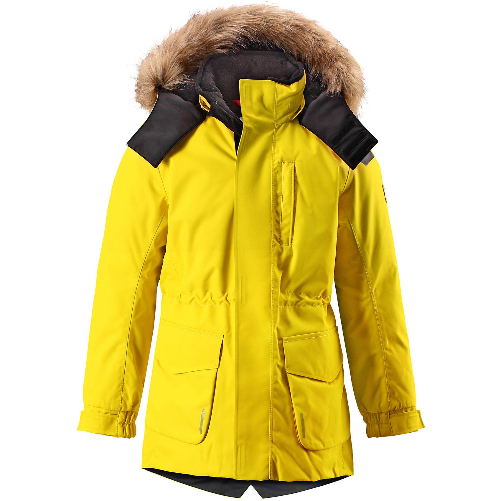 Куртка Reimatec® Reima Naapuri для мальчикаВерхняя одежда<br>Характеристики товара:<br><br>• цвет: желтый;<br>• 100% полиэстер, полиуретановое покрытие;<br>• утеплитель: 100% полиэстер 140 г/м2;<br>• сезон: зима;<br>• температурный режим: от 0 до -20С;<br>• водонепроницаемость: 15000 мм;<br>• воздухопроницаемость: 7000 мм;<br>• износостойкость: 30000 циклов (тест Мартиндейла)<br>• особенности: с мехом;<br>• водо- и ветронепроницаемый, дышащий и грязеотталкивающий материал;<br>• все швы проклеены и водонепроницаемы;<br>• гладкая подкладка из полиэстера;<br>• безопасный съемный и регулируемый капюшон;<br>• съемный искусственный мех на капюшоне;<br>• регулируемые манжеты рукавов;<br>• внутренняя регулировка обхвата талии;<br>• внутренний нагрудный карман;<br>• внешний нагрудный карман;<br>• два накладных кармана;<br>• петля для крепления ключей или дополнительных светоотражателей;<br>• светоотражающие элементы;<br>• страна бренда: Финляндия;<br>• страна производства: Китай.<br><br>Удлиненная зимняя куртка из специального водо-и ветронепроницаемого материала хорошо пропускает воздух и обладает водо и грязеотталкивающими свойствами. Все швы проклеены и водонепроницаемы, так что дети могут наслаждаться веселыми зимними забавами в любую погоду. У этой модели прямой покрой с регулируемой талией и подолом, так что при желании силуэт можно сделать более приталенным. <br><br>Куртка снабжена двумя большими карманами с клапанами и двумя нагрудными карманами, один из которых на молнии. Удобная петелька, спрятанная в кармане с клапаном – к ней можно прикрепить светоотражатель или ключи. Безопасный съемный капюшон с элегантной съемной оторочкой из искусственного меха. Эта куртка очень проста в уходе, кроме того, ее можно сушить в стиральной машине.<br><br>Куртку Naapuri для мальчика Reimatec® Reima (Рейма) можно купить в нашем интернет-магазине.<br><br>Ширина мм: 356<br>Глубина мм: 10<br>Высота мм: 245<br>Вес г: 519<br>Цвет: желтый<br>Возраст от месяцев: 60<br>Возраст до месяцев: 7