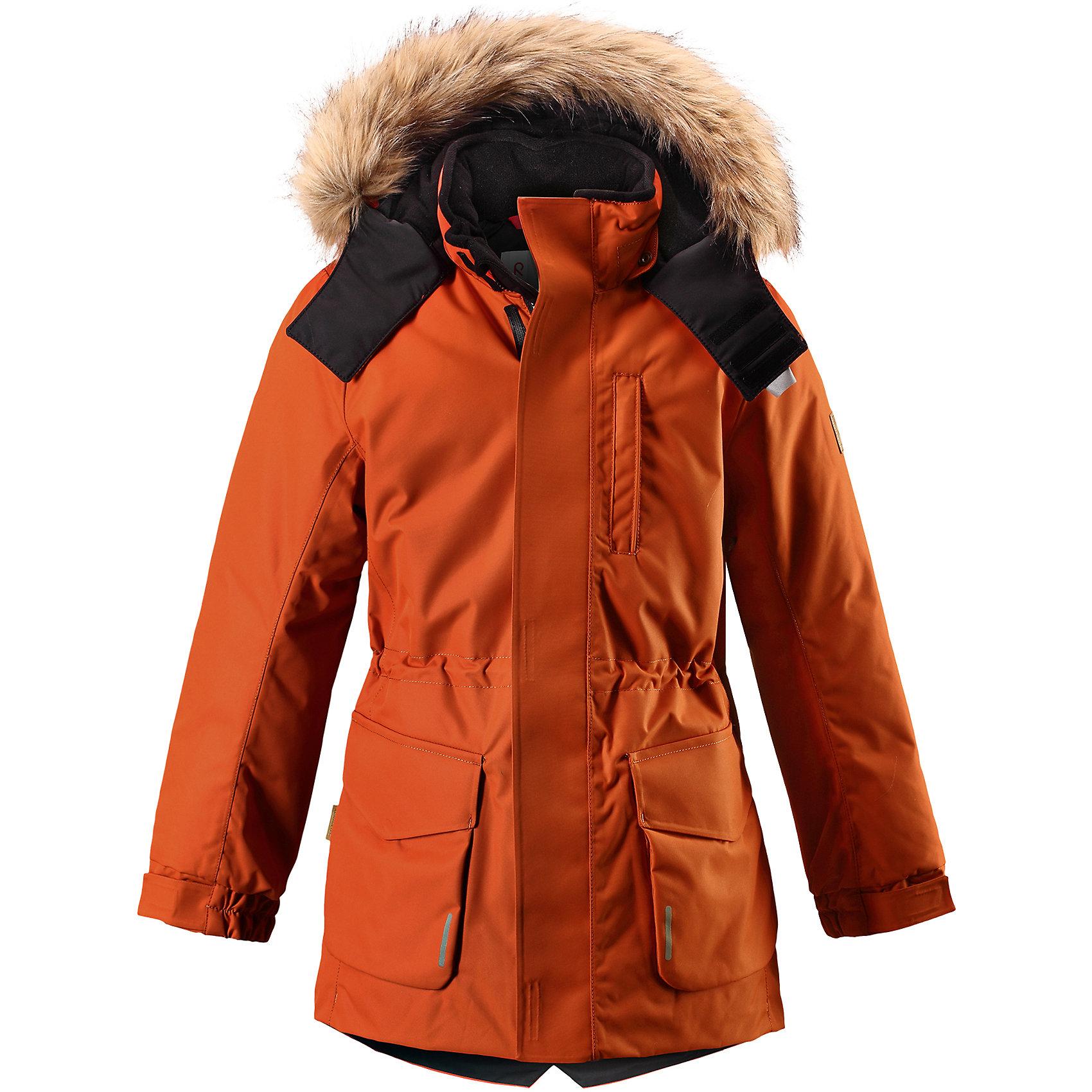 Куртка Reimatec® Reima Naapuri для мальчикаВерхняя одежда<br>Характеристики товара:<br><br>• цвет: красный;<br>• 100% полиэстер, полиуретановое покрытие;<br>• утеплитель: 100% полиэстер 140 г/м2;<br>• сезон: зима;<br>• температурный режим: от 0 до -20С;<br>• водонепроницаемость: 15000 мм;<br>• воздухопроницаемость: 7000 мм;<br>• износостойкость: 30000 циклов (тест Мартиндейла)<br>• особенности: с мехом;<br>• водо- и ветронепроницаемый, дышащий и грязеотталкивающий материал;<br>• все швы проклеены и водонепроницаемы;<br>• гладкая подкладка из полиэстера;<br>• безопасный съемный и регулируемый капюшон;<br>• съемный искусственный мех на капюшоне;<br>• регулируемые манжеты рукавов;<br>• внутренняя регулировка обхвата талии;<br>• внутренний нагрудный карман;<br>• внешний нагрудный карман;<br>• два накладных кармана;<br>• петля для крепления ключей или дополнительных светоотражателей;<br>• светоотражающие элементы;<br>• страна бренда: Финляндия;<br>• страна производства: Китай.<br><br>Удлиненная зимняя куртка из специального водо-и ветронепроницаемого материала хорошо пропускает воздух и обладает водо и грязеотталкивающими свойствами. Все швы проклеены и водонепроницаемы, так что дети могут наслаждаться веселыми зимними забавами в любую погоду. У этой модели прямой покрой с регулируемой талией и подолом, так что при желании силуэт можно сделать более приталенным. <br><br>Куртка снабжена двумя большими карманами с клапанами и двумя нагрудными карманами, один из которых на молнии. Удобная петелька, спрятанная в кармане с клапаном – к ней можно прикрепить светоотражатель или ключи. Безопасный съемный капюшон с элегантной съемной оторочкой из искусственного меха. Эта куртка очень проста в уходе, кроме того, ее можно сушить в стиральной машине.<br><br>Куртку Naapuri для мальчика Reimatec® Reima (Рейма) можно купить в нашем интернет-магазине.<br><br>Ширина мм: 356<br>Глубина мм: 10<br>Высота мм: 245<br>Вес г: 519<br>Цвет: оранжевый<br>Возраст от месяцев: 144<br>Возраст до месяц