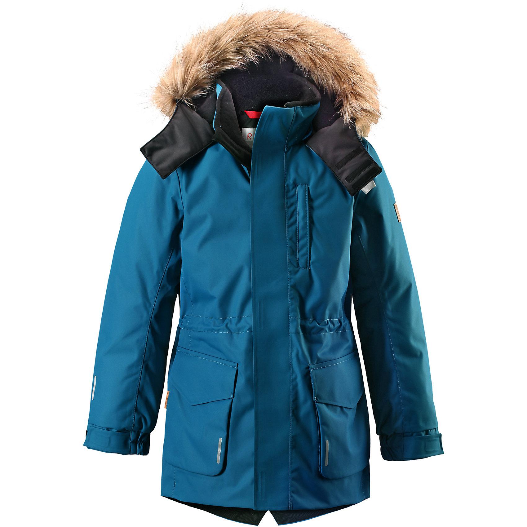 Куртка Naapuri для мальчика Reimatec® ReimaОдежда<br>Классическая детская непромокаемая парка подойдет для любой прогулки. Эта удлиненная зимняя куртка из специального водо-и ветронепроницаемого материала хорошо пропускает воздух и обладает водо- и грязеотталкивающими свойствами. Все швы проклеены и водонепроницаемы, так что дети могут наслаждаться веселыми зимними забавами в любую погоду. У этой модели прямой покрой с регулируемой талией и подолом, так что при желании силуэт можно сделать более приталенным. <br><br>Куртка снабжена двумя большими карманами с клапанами и двумя нагрудными карманами, один из которых на молнии. Обратите внимание на удобную петельку, спрятанную в кармане с клапаном – к ней можно прикрепить светоотражатель или ключи. Безопасный съемный капюшон с элегантной съемной оторочкой из искусственного меха придает особую изюминку этой изящной модели. Эта куртка очень проста в уходе, кроме того, ее можно сушить в стиральной машине.<br>Состав:<br>100% Полиэстер<br><br>Ширина мм: 356<br>Глубина мм: 10<br>Высота мм: 245<br>Вес г: 519<br>Цвет: синий<br>Возраст от месяцев: 156<br>Возраст до месяцев: 168<br>Пол: Мужской<br>Возраст: Детский<br>Размер: 164,104,110,116,122,128,134,140,146,152,158<br>SKU: 6903801