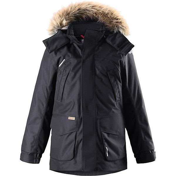 Куртка Reimatec®+ Reima Serkku для мальчикаОдежда<br>Характеристики товара:<br><br>• цвет: черный;<br>• состав: 100% полиэстер;<br>• подкладка: 100% полиэстер;<br>• утеплитель: 60% пух, 40% перо;<br>• сезон: зима;<br>• температурный режим: от 0 до -20С;<br>• водонепроницаемость: 15000 мм;<br>• воздухопроницаемость: 7000 мм;<br>• износостойкость: 40000 циклов (тест Мартиндейла);<br>• водо- и ветронепроницаемый, дышащий и грязеотталкивающий материал;<br>• все швы проклеены и водонепроницаемы;<br>• застежка: молния с дополнительной планкой;<br>• гладкая подкладка из полиэстера;<br>• безопасный съемный капюшон;<br>• съемный искусственный мех на капюшоне;<br>• регулируемые манжеты и подол;<br>• внутренняя регулировка талии;<br>• удлиненный подол сзади;<br>• два прорезных кармана;<br>• нагрудные карманы;<br>• внутренний нагрудный карман;<br>• петля для дополнительных светоотражающих деталей;<br>• светоотражающие детали;<br>• страна бренда: Финляндия;<br>• страна изготовитель: Китай.<br><br>Теплая детская куртка-пуховик сшита из ветронепроницаемого и дышащего материала, который, к тому же, абсолютно водонепроницаемый! Все швы в этой стильной куртке проклеены и водонепроницаемы, что гарантирует максимальный комфорт во время зимних прогулок, при любой погоде. Талия и подол этой удлиненной модели легко регулируются, что позволяет подогнать куртку точно по фигуре. <br><br>Съемный капюшон защищает от пронизывающего ветра и безопасен во время игр на свежем воздухе. Кнопки легко отстегиваются, если капюшон случайно за что-нибудь зацепится. Куртка подшита гладкой подкладкой. Модный образ дополняет капюшон с элегантной оторочкой из искусственного меха, которую при желании также можно снять. В нескольких карманах удобно хранить разные важные предметы во время прогулок.<br><br>Куртку Serkku Reimatec®+ Reima от финского бренда Reima (Рейма) можно купить в нашем интернет-магазине.<br><br>Ширина мм: 356<br>Глубина мм: 10<br>Высота мм: 245<br>Вес г: 519<br>Цвет: черный<br>Возраст от меся
