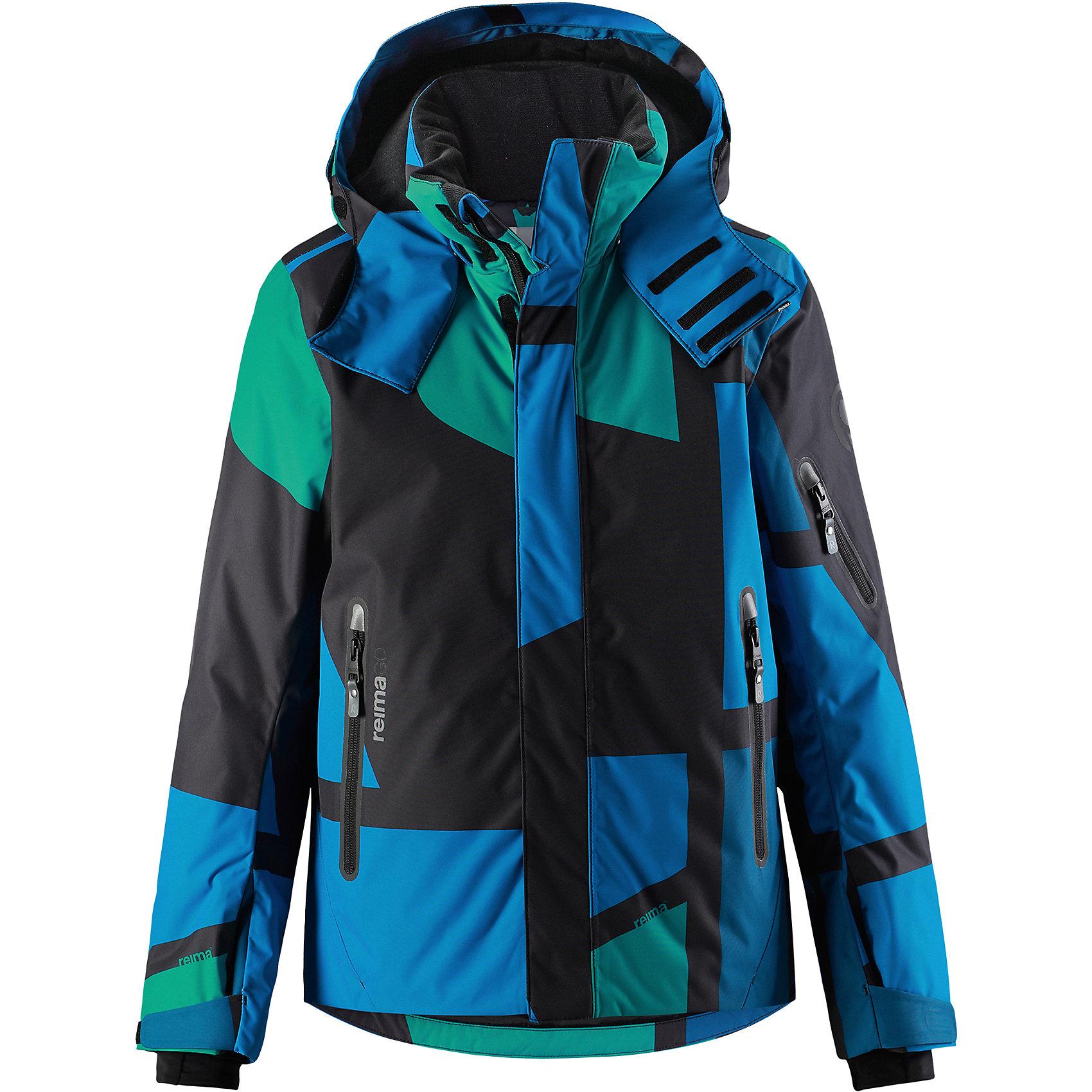 Куртка Reimatec® Reima Wheeler для мальчикаЗимние куртки<br>Характеристики товара:<br><br>• цвет: синий;<br>• состав: 100% полиэстер;<br>• подкладка: 100% полиэстер;<br>• утеплитель: 140 г/м2;<br>• сезон: зима;<br>• температурный режим: от 0 до -20С;<br>• водонепроницаемость: 15000 мм;<br>• воздухопроницаемость: 7000 мм;<br>• износостойкость: 35000 циклов (тест Мартиндейла);<br>• водо- и ветронепроницаемый, дышащий и грязеотталкивающий материал;<br>• все швы проклеены и водонепроницаемы;<br>• застежка: молния с защитой подбородка;<br>• гладкая подкладка из полиэстера;<br>• безопасный съемный и регулируемый капюшон;<br>• место соединения куртки с брюками скрыто снегозащитной манжетой;<br>• регулируемые манжеты и внутренние манжеты из лайкры;<br>• удлиненные манжеты;<br>• регулируемый подол, снегозащитный манжет на талии;<br>• карманы на молнии, карман для skipass на рукаве;<br>• карман для очков, внутренний нагрудный карман и петли для проводов наушников;<br>• карман с креплением для сенсора ReimaGO®;<br>• светоотражающие детали;<br>• страна бренда: Финляндия;<br>• страна изготовитель: Китай.<br><br>Детская непромокаемая зимняя куртка с множеством практичных деталей. Она сшита из специального водо и ветронепроницаемого материала, дышащего и обладающего водо и грязеотталкивающими свойствами. Все швы проклеены, водонепроницаемы. Куртку с гладкой подкладкой из полиэстера легко надевать и очень удобно носить с теплым промежуточным слоем. <br><br>Эта куртка специально создана для маленьких лыжников, поэтому снабжена карманом для лыжной карты на рукаве, карманами на молнии и внутренними нагрудными карманами, удобными петельками для шнура наушников и специальным карманом с кнопками для сенсора ReimaGO. Регулируемые манжеты помогут подобрать нужную ширину рукавов, а внутренние манжеты из лайкры не пропустят холод внутрь. <br><br>С помощью удобных кнопок на снежной юбке можно пристегнуть куртку к брюкам. А за ненадобностью, снежную юбку можно пристегнуть к карманам. Съемный р