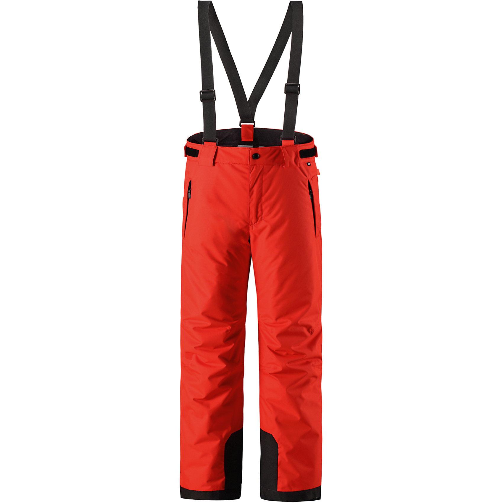 Брюки Reimatec® Reima TakeoffВерхняя одежда<br>Характеристики товара:<br><br>• цвет: красный;<br>• 100% полиэстер, полиуретановое покрытие;<br>• утеплитель: 100% полиэстер 120 г/м2;<br>• сезон: зима;<br>• температурный режим: от 0 до -20С;<br>• водонепроницаемость: 12000 мм;<br>• воздухопроницаемость: 8000 мм;<br>• износостойкость: 30000 циклов (тест Мартиндейла)<br>• особенности: с подтяжками;<br>• водо- и ветронепроницаемый, дышащий и грязеотталкивающий материал;<br>• все швы проклеены и водонепроницаемы;<br>• гладкая подкладка из полиэстера;<br>• прочные усиленные вставки внизу брючин;<br>• регулируемый обхват талии;<br>• снегозащитные манжеты на штанинах;<br>• застежка: молния, пуговица;<br>• карманы на молнии;<br>• регулируемые съемные эластичные подтяжки;<br>• потайной карман для датчика ReimaGO®;<br>• светоотражающие элементы;<br>• страна бренда: Финляндия;<br>• страна производства: Китай.<br><br>Зимние брюки просто созданы для активных детей: они отталкивают влагу и грязь, а все швы в них проклеены и водонепроницаемы. Ветронепроницаемый и в то же время дышащий материал обеспечивает комфорт во время увлекательных прогулок – ребенку будет тепло, но он не вспотеет. <br><br>Очень удобные съемные и регулируемые подтяжки будут надежно поддерживать брюки во время всех активных приключений. Прочные усиления на концах брючин защищают лодыжки. Благодаря защите от снега, никакой снег и мороз не проберутся внутрь, так что брюки идеально подойдут для сноубординга и горных лыж. <br><br>Регулируемая талия обеспечит отличную посадку по фигуре. Эта модель с прямым, слегка свободным покроем снабжена потайным карманом для сенсора ReimaGO. <br><br>Брюки Takeoff Reimatec® Reima (Рейма) можно купить в нашем интернет-магазине.<br><br>Ширина мм: 215<br>Глубина мм: 88<br>Высота мм: 191<br>Вес г: 336<br>Цвет: красный<br>Возраст от месяцев: 156<br>Возраст до месяцев: 168<br>Пол: Унисекс<br>Возраст: Детский<br>Размер: 110,116,122,128,140,146,152,158,164,134,104<br>SKU: 6904358