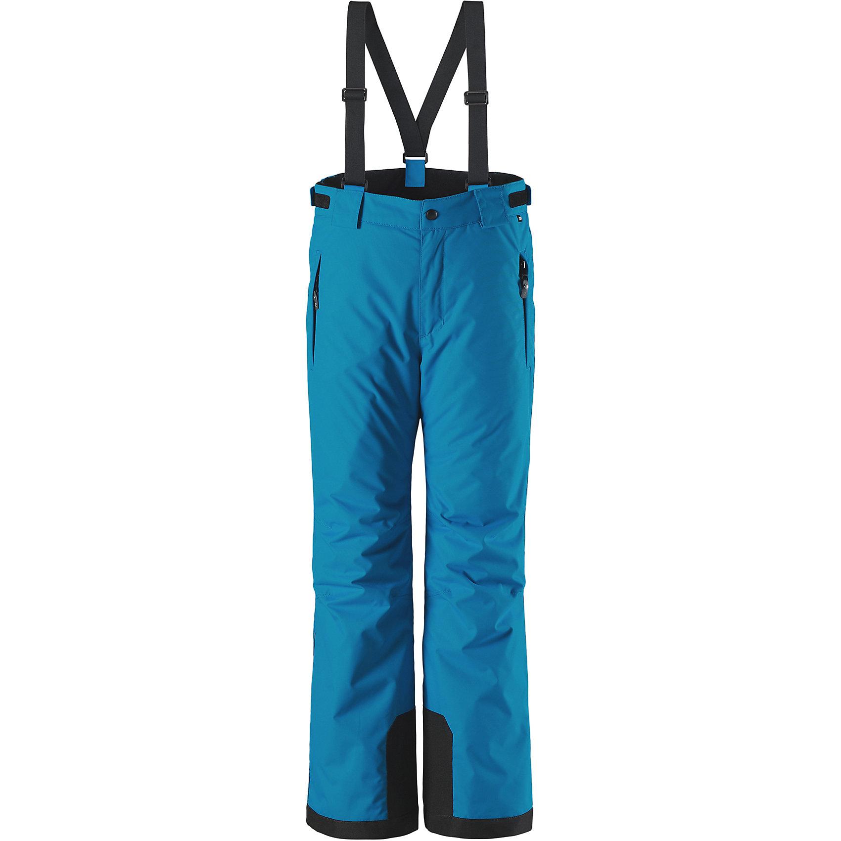 Брюки Reimatec® Reima TakeoffБрюки и полукомбинезоны<br>Характеристики товара:<br><br>• цвет: синий;<br>• 100% полиэстер, полиуретановое покрытие;<br>• утеплитель: 100% полиэстер 120 г/м2;<br>• сезон: зима;<br>• температурный режим: от 0 до -20С;<br>• водонепроницаемость: 12000 мм;<br>• воздухопроницаемость: 8000 мм;<br>• износостойкость: 30000 циклов (тест Мартиндейла)<br>• особенности: с подтяжками;<br>• водо- и ветронепроницаемый, дышащий и грязеотталкивающий материал;<br>• все швы проклеены и водонепроницаемы;<br>• гладкая подкладка из полиэстера;<br>• прочные усиленные вставки внизу брючин;<br>• регулируемый обхват талии;<br>• снегозащитные манжеты на штанинах;<br>• застежка: молния, пуговица;<br>• карманы на молнии;<br>• регулируемые съемные эластичные подтяжки;<br>• потайной карман для датчика ReimaGO®;<br>• светоотражающие элементы;<br>• страна бренда: Финляндия;<br>• страна производства: Китай.<br><br>Зимние брюки просто созданы для активных детей: они отталкивают влагу и грязь, а все швы в них проклеены и водонепроницаемы. Ветронепроницаемый и в то же время дышащий материал обеспечивает комфорт во время увлекательных прогулок – ребенку будет тепло, но он не вспотеет. <br><br>Очень удобные съемные и регулируемые подтяжки будут надежно поддерживать брюки во время всех активных приключений. Прочные усиления на концах брючин защищают лодыжки. Благодаря защите от снега, никакой снег и мороз не проберутся внутрь, так что брюки идеально подойдут для сноубординга и горных лыж. <br><br>Регулируемая талия обеспечит отличную посадку по фигуре. Эта модель с прямым, слегка свободным покроем снабжена потайным карманом для сенсора ReimaGO. <br><br>Брюки Takeoff Reimatec® Reima (Рейма) можно купить в нашем интернет-магазине.<br><br>Ширина мм: 215<br>Глубина мм: 88<br>Высота мм: 191<br>Вес г: 336<br>Цвет: синий<br>Возраст от месяцев: 156<br>Возраст до месяцев: 168<br>Пол: Унисекс<br>Возраст: Детский<br>Размер: 164,104,110,116,122,140,146,152,158,128,134<br>SKU: 6904382