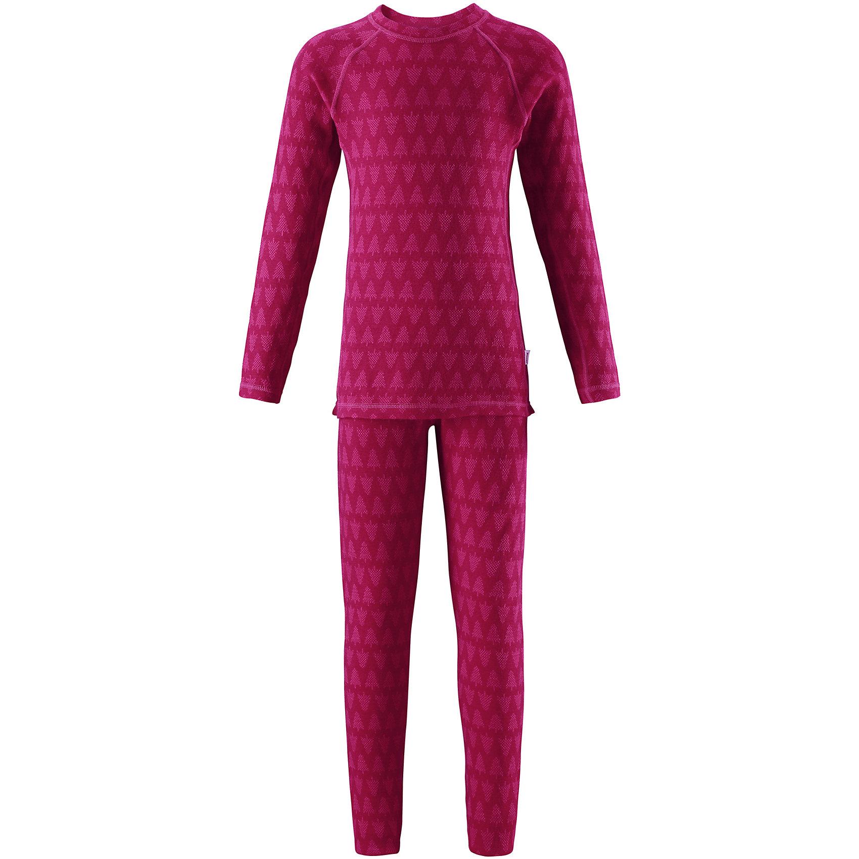 Комплект нижнего белья Reima TaivalФлис и термобелье<br>Характеристики товара:<br><br>• цвет: розовый;<br>• состав: 80% шерсть, 20% полиамид;<br>• сезон: демисезон;<br>• шерсть идеально поддерживает температуру;<br>• мягкие плоские швы для дополнительного комфорта: не раздражают кожу;<br>• удлиненный подол сзади для дополнительной защиты;<br>• эластичная талия;<br>• страна бренда: Финляндия;<br>• страна изготовитель: Китай;<br><br>Детский базовый комплект изготовлен из невероятно мягкого шерстяного жаккарда, который превосходно регулирует температуру, благодаря чему этот комплект можно носить круглый год. Этот материал очень приятный на ощупь, а мягкие плоские швы совершенно не натирают кожу. Эластичный трикотаж плотно сидит, но при этом позволяет свободно двигаться. <br><br>Комплект нижнего белья Taival Reima (Рейма) можно купить в нашем интернет-магазине.<br><br>Ширина мм: 196<br>Глубина мм: 10<br>Высота мм: 154<br>Вес г: 152<br>Цвет: розовый<br>Возраст от месяцев: 84<br>Возраст до месяцев: 96<br>Пол: Унисекс<br>Возраст: Детский<br>Размер: 160,110,80,90,100,120,130,140,150<br>SKU: 6904460