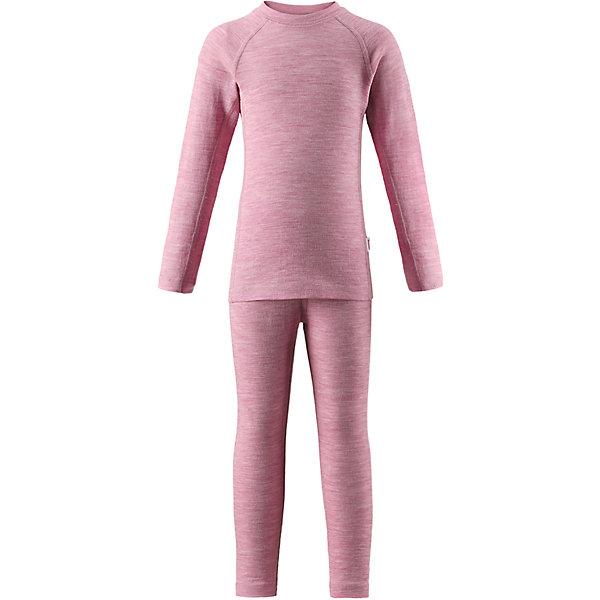 Комплект нижнего белья Reima Kinsei для девочкиКомплекты<br>Характеристики товара:<br><br>• цвет: розовый;<br>• состав: 72% шерсть, 28% лиоцелл; <br>• сезон: демисезон;<br>• смесь мягкой мериносовой шерсти и Tencel® для поддержания идеальной температуры тела;<br>• мягкие плоские швы для дополнительного комфорта: не раздражают кожу;<br>• при намокании сохраняет тепло;<br>• эластичная талия;<br>• удлиненный подол сзади;<br>• страна бренда: Финляндия;<br>• страна изготовитель: Китай;<br><br>Длина внутреннего шва рукава: 48см<br>Длина спинки: 59см<br>Длина внутреннего шва брюк: 68см<br>Длина внешнего  шва брюк: 85см<br><br>Детский базовый комплект сшит из необыкновенно мягкого материала – смеси мериносовой шерсти и волокон Tencel®. Материал превосходно регулирует температуру, благодаря чему этот комплект можно носить круглый год. Комплект хорошо держит форму даже после нескольких стирок. Он также очень приятен на ощупь и удобен благодаря мягким плоским швам, которые не натирают кожу, а благодаря эластичной трикотажной резинке он плотно сидит, но не стесняет движений.<br><br>Комплект нижнего белья Kinsei Reima (Рейма) можно купить в нашем интернет-магазине.<br>Ширина мм: 196; Глубина мм: 10; Высота мм: 154; Вес г: 152; Цвет: розовый; Возраст от месяцев: 36; Возраст до месяцев: 48; Пол: Женский; Возраст: Детский; Размер: 160,110,150,140,130,120,100,90,80; SKU: 6904560;