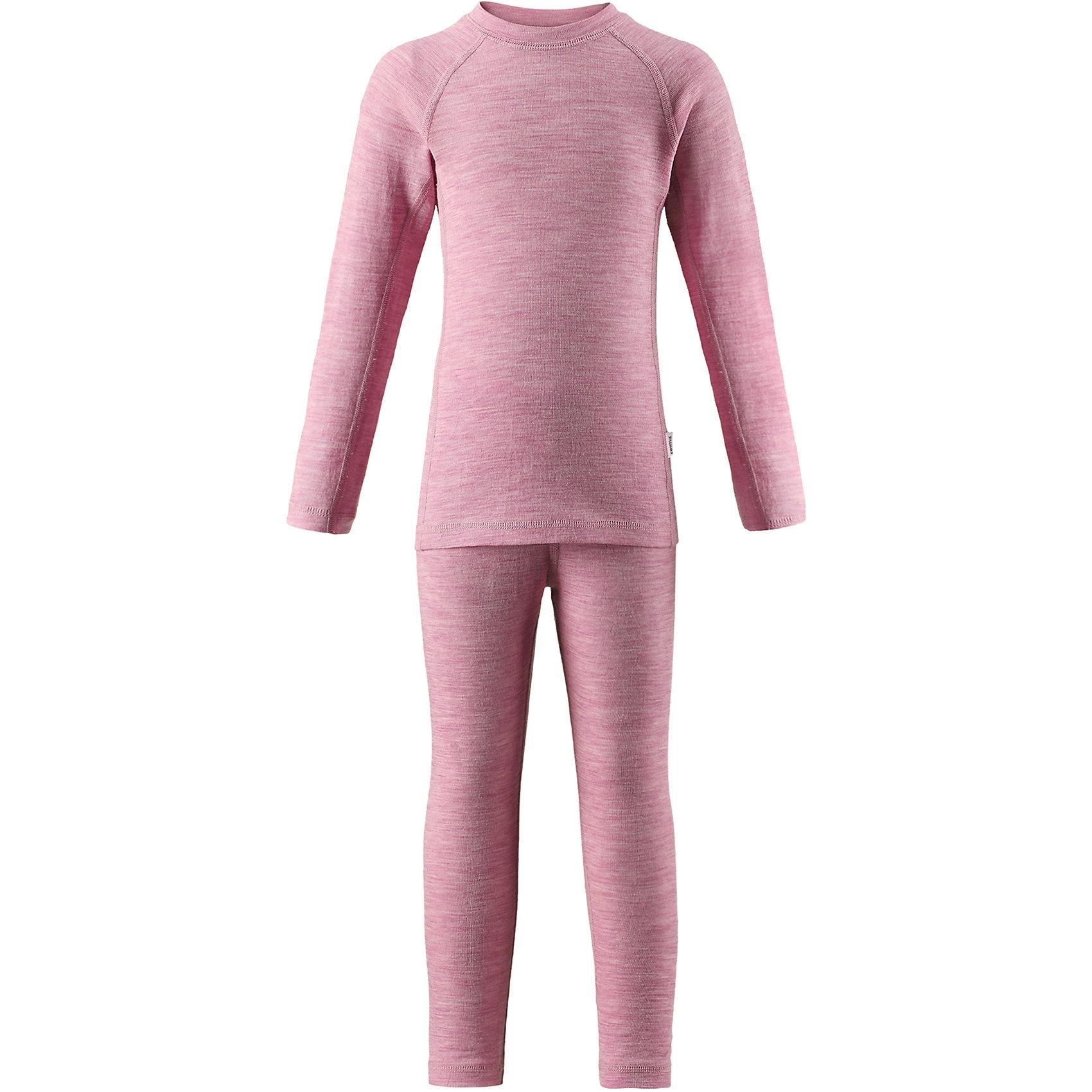 Комплект нижнего белья Reima KinseiФлис и термобелье<br>Характеристики товара:<br><br>• цвет: розовый;<br>• состав: 72% шерсть, 28% лиоцелл; <br>• сезон: демисезон;<br>• смесь мягкой мериносовой шерсти и Tencel® для поддержания идеальной температуры тела;<br>• мягкие плоские швы для дополнительного комфорта: не раздражают кожу;<br>• при намокании сохраняет тепло;<br>• эластичная талия;<br>• удлиненный подол сзади;<br>• страна бренда: Финляндия;<br>• страна изготовитель: Китай;<br><br>Детский базовый комплект сшит из необыкновенно мягкого материала – смеси мериносовой шерсти и волокон Tencel®. Материал превосходно регулирует температуру, благодаря чему этот комплект можно носить круглый год. Комплект хорошо держит форму даже после нескольких стирок. Он также очень приятен на ощупь и удобен благодаря мягким плоским швам, которые не натирают кожу, а благодаря эластичной трикотажной резинке он плотно сидит, но не стесняет движений.<br><br>Комплект нижнего белья Kinsei Reima (Рейма) можно купить в нашем интернет-магазине.<br><br>Ширина мм: 196<br>Глубина мм: 10<br>Высота мм: 154<br>Вес г: 152<br>Цвет: розовый<br>Возраст от месяцев: 84<br>Возраст до месяцев: 96<br>Пол: Унисекс<br>Возраст: Детский<br>Размер: 160,110,80,90,100,120,130,140,150<br>SKU: 6904560
