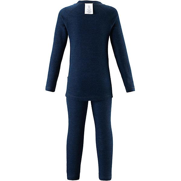 Комплект нижнего белья Reima Kinsei для мальчикаОдежда<br>Характеристики товара:<br><br>• цвет: синий;<br>• состав: 72% шерсть, 28% лиоцелл; <br>• сезон: демисезон;<br>• смесь мягкой мериносовой шерсти и Tencel® для поддержания идеальной температуры тела;<br>• мягкие плоские швы для дополнительного комфорта: не раздражают кожу;<br>• при намокании сохраняет тепло;<br>• эластичная талия;<br>• удлиненный подол сзади;<br>• страна бренда: Финляндия;<br>• страна изготовитель: Китай;<br><br>Детский базовый комплект сшит из необыкновенно мягкого материала – смеси мериносовой шерсти и волокон Tencel®. Материал превосходно регулирует температуру, благодаря чему этот комплект можно носить круглый год. Комплект хорошо держит форму даже после нескольких стирок. Он также очень приятен на ощупь и удобен благодаря мягким плоским швам, которые не натирают кожу, а благодаря эластичной трикотажной резинке он плотно сидит, но не стесняет движений.<br><br>Комплект нижнего белья Kinsei Reima (Рейма) можно купить в нашем интернет-магазине.<br>Ширина мм: 196; Глубина мм: 10; Высота мм: 154; Вес г: 152; Цвет: синий; Возраст от месяцев: 15; Возраст до месяцев: 18; Пол: Мужской; Возраст: Детский; Размер: 80,160,150,140,130,120,110,100,90; SKU: 6904570;