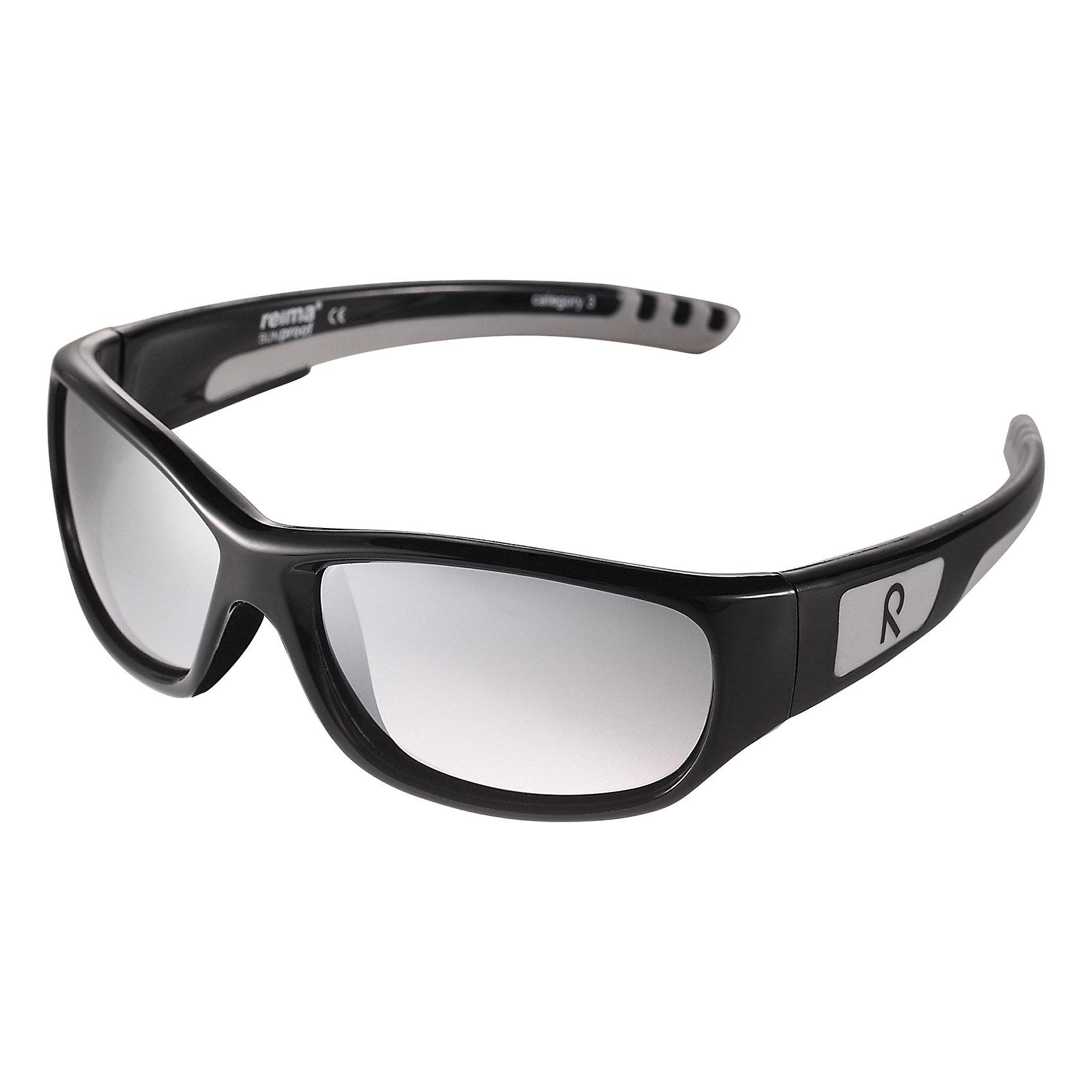 Солнцезащитные очки Reima SerenoСолнцезащитные очки<br>Стильные детские солнцезащитные очки с эффективной защитой от вредного ультрафиолета: линзы обеспечивают комплексную защиту от УФА и УФВ лучей, а сами очки сертифицированы по стандартам ЕС. Поляризованные зеркальные линзы улучшают видимость за счет блокирования бликов, особенно когда вокруг много снега или воды. Модный дизайн подойдет на все случаи жизни – веселые расцветки отлично сочетаются с разной одеждой. Очки поставляются в комплекте с удобным чехлом для защиты и хранения.<br>Состав:<br>Оправа: 80 % Термопластичный сополиэфир, 20% Термоппластичная резина/TR90/Резина, Линза: 100% Поликарбонат<br><br>Ширина мм: 170<br>Глубина мм: 157<br>Высота мм: 67<br>Вес г: 117<br>Цвет: черный<br>Возраст от месяцев: 48<br>Возраст до месяцев: 168<br>Пол: Унисекс<br>Возраст: Детский<br>Размер: one size<br>SKU: 6905300