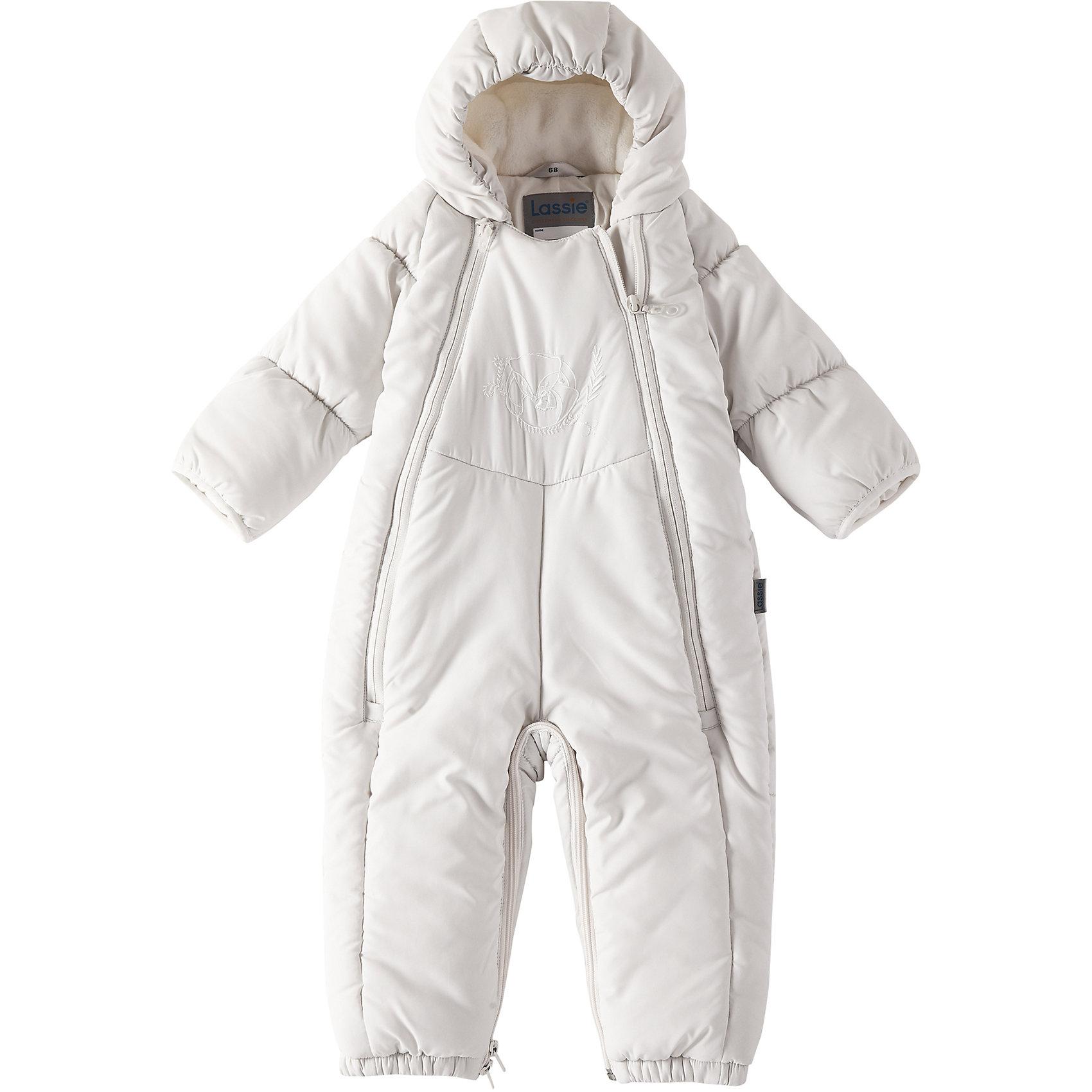 Комбинезон-трансформер LassieВерхняя одежда<br>Характеристики товара:<br><br>• цвет: белый;<br>• состав: 100% полиэстер, полиуретановое покрытие;<br>• подкладка: 100% хлопок, джерси;<br>• утеплитель: 200 г/м2;<br>• сезон: зима;<br>• температурный режим: от 0 до -20С;<br>• водонепроницаемость: 1000 мм;<br>• воздухопроницаемость: 2000 мм;<br>• износостойкость: 15000 циклов (тест Мартиндейла)<br>• застежка: молния с защитой подбородка;<br>• водоотталкивающий, ветронепроницаемый и дышащий материал;<br>• превращается в спальный мешок;<br>• гладкая, приятная на ощупь подкладка из джерси (хлопок);<br>• эластичные манжеты; <br>• рукава с подгибом;<br>• эластичные штанины;<br>• съемные эластичные штрипки;<br>• светоотражающие детали;<br>• страна бренда: Финляндия;<br>• страна изготовитель: Китай;<br><br>Этот прелестный зимний комбинезон для новорожденных и малышей – идеальное решение для холодных зимних деньков! Он легко превращается в конверт.Комбинезон изготовлен из водоотталкивающего и ветронепроницаемого материала. Красивая мягкая внутренняя подкладка из смеси хлопка приятна к телу и обеспечивает дополнительное утепление, а длинные молнии спереди облегчают надевание. Полезные детали: съемные штрипки, благодаря которым брючины не будут подскакивать, и безопасный съемный капюшон.<br><br>Комбинезон Lassie (Ласси) можно купить в нашем интернет-магазине.<br><br>Ширина мм: 356<br>Глубина мм: 10<br>Высота мм: 245<br>Вес г: 519<br>Цвет: белый<br>Возраст от месяцев: 12<br>Возраст до месяцев: 15<br>Пол: Унисекс<br>Возраст: Детский<br>Размер: 80,62,68,74<br>SKU: 6905348